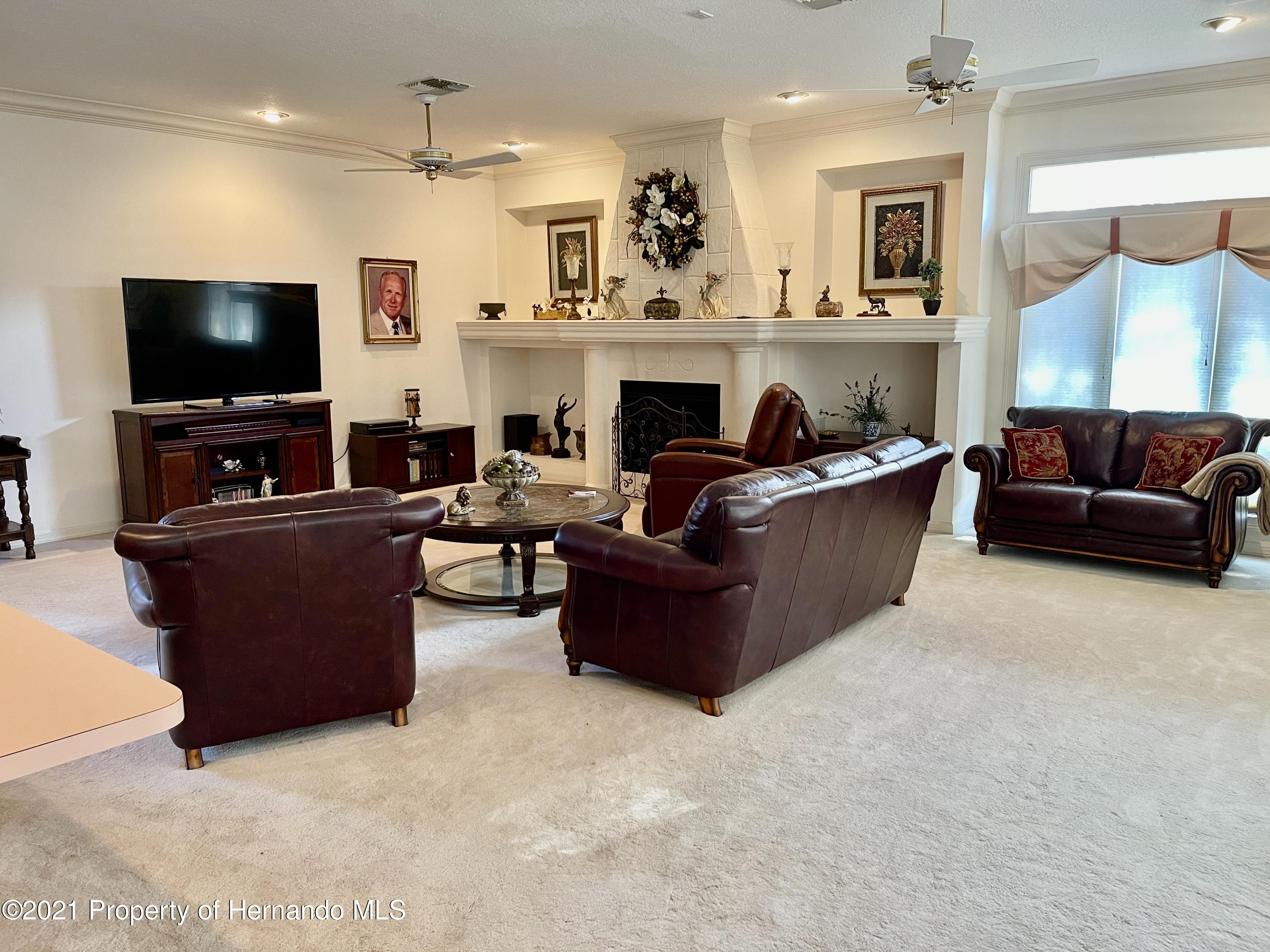 Listing photo id 10 for 6109 Waters Way