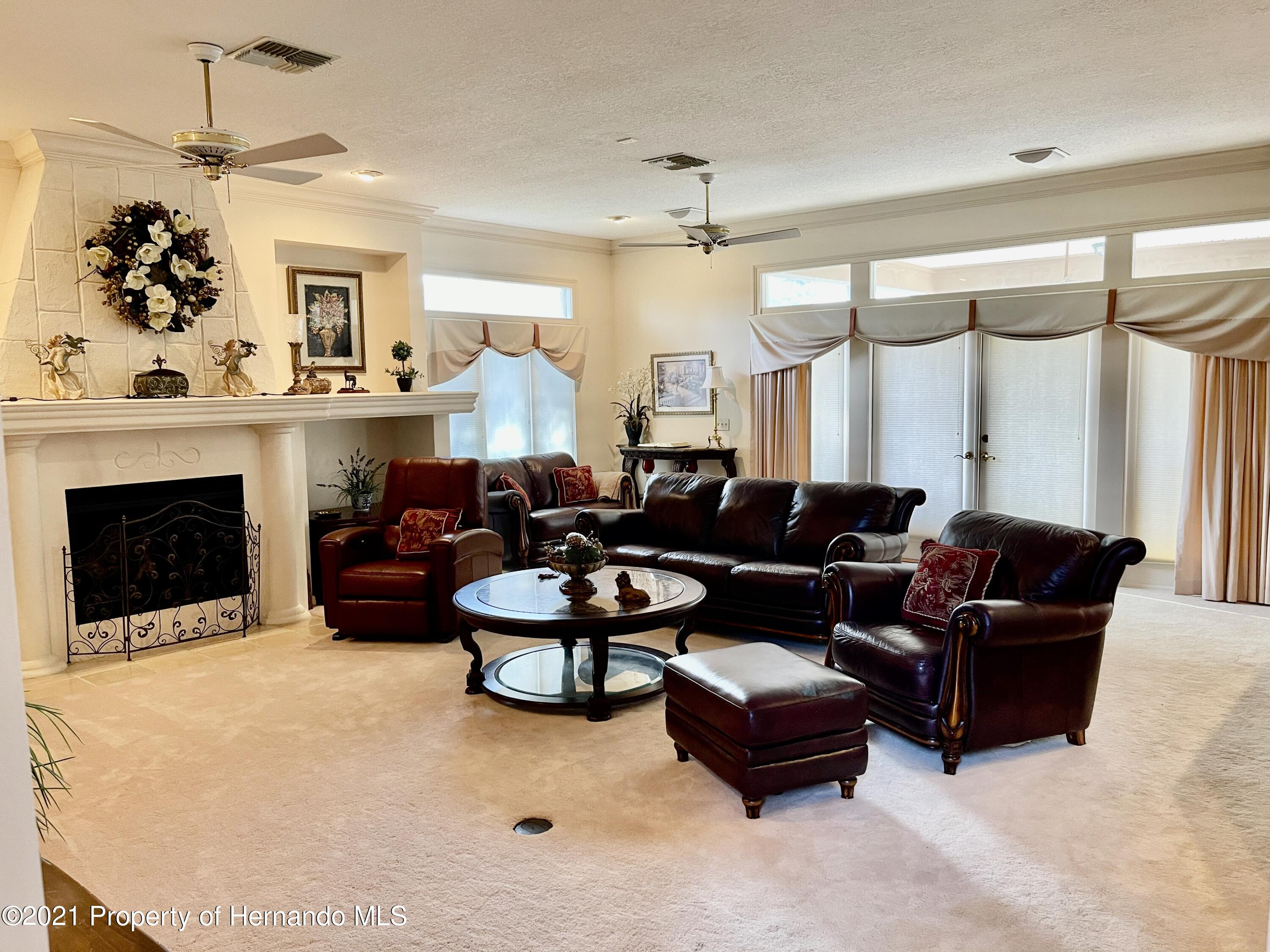 Listing photo id 11 for 6109 Waters Way