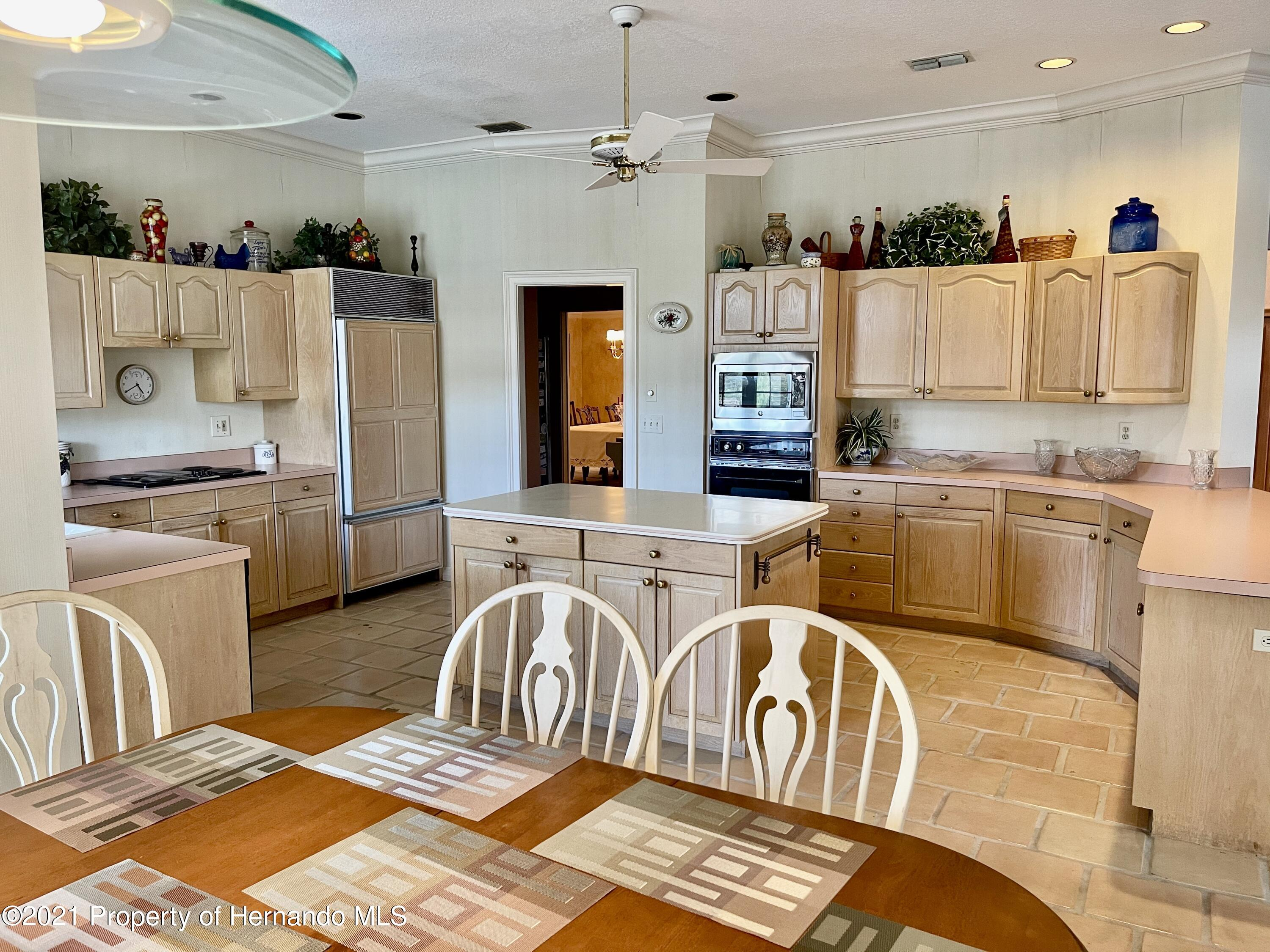 Listing photo id 12 for 6109 Waters Way