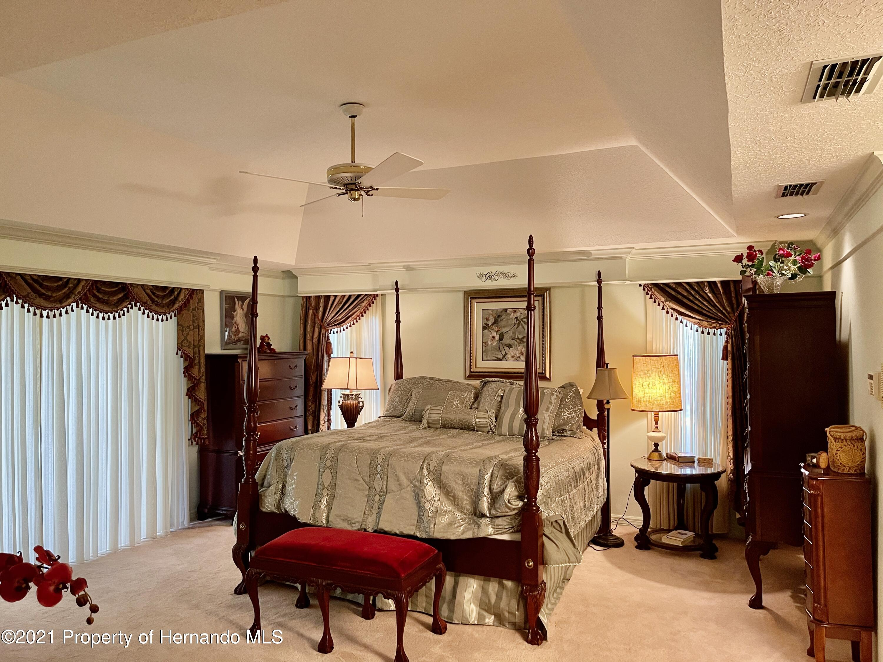 Listing photo id 17 for 6109 Waters Way