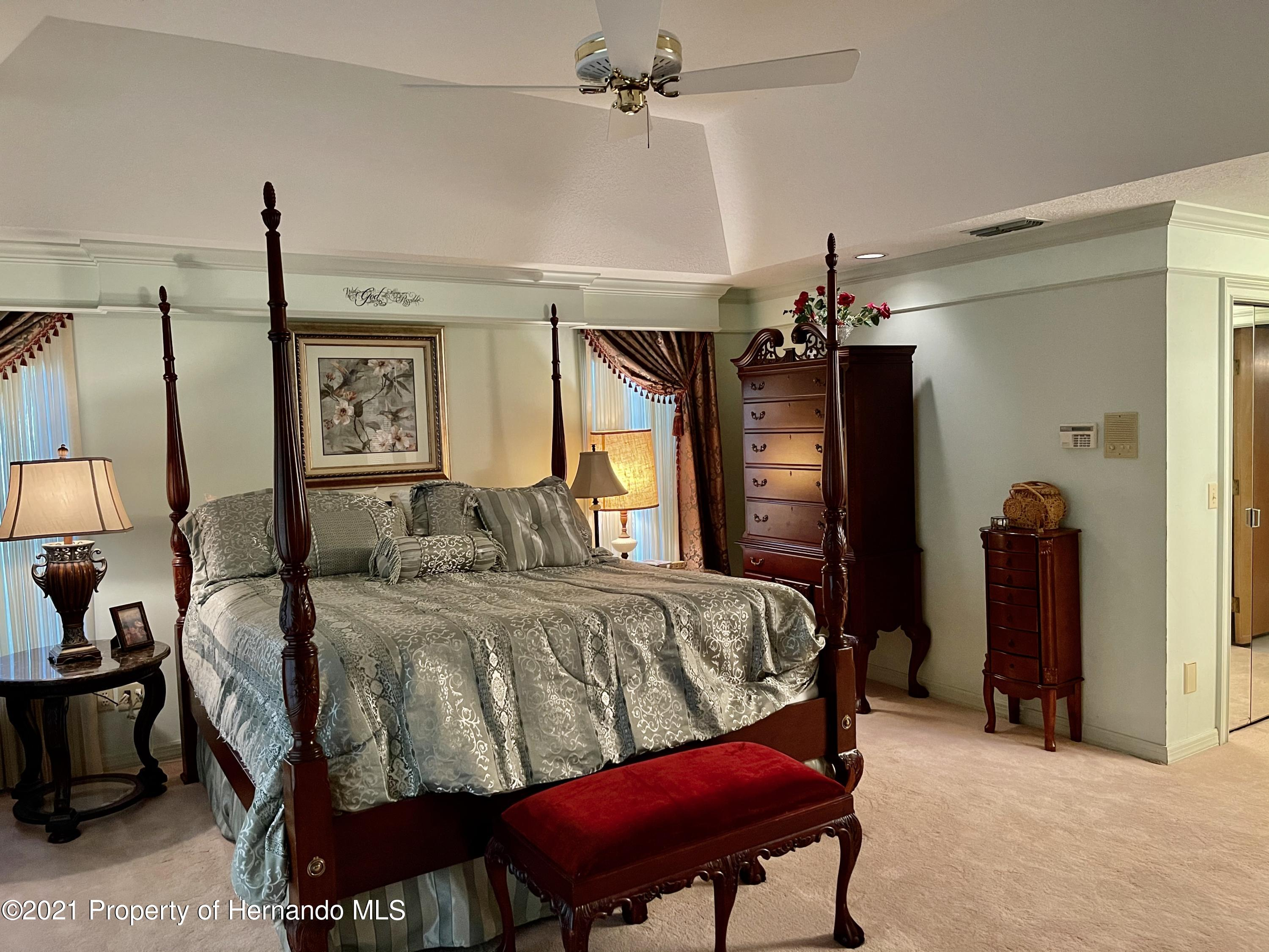 Listing photo id 18 for 6109 Waters Way