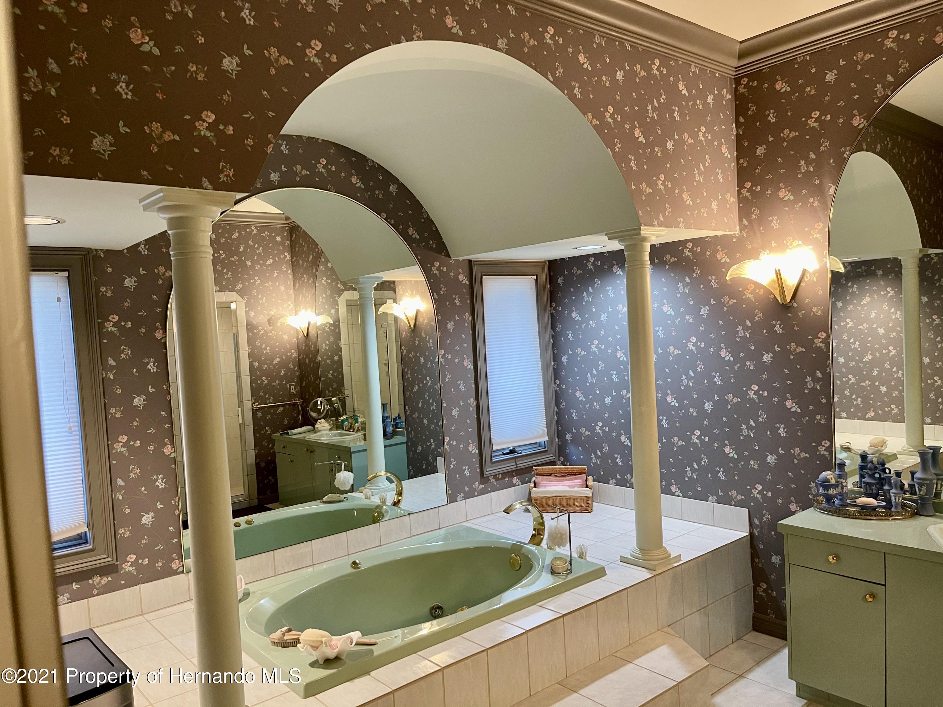 Listing photo id 22 for 6109 Waters Way