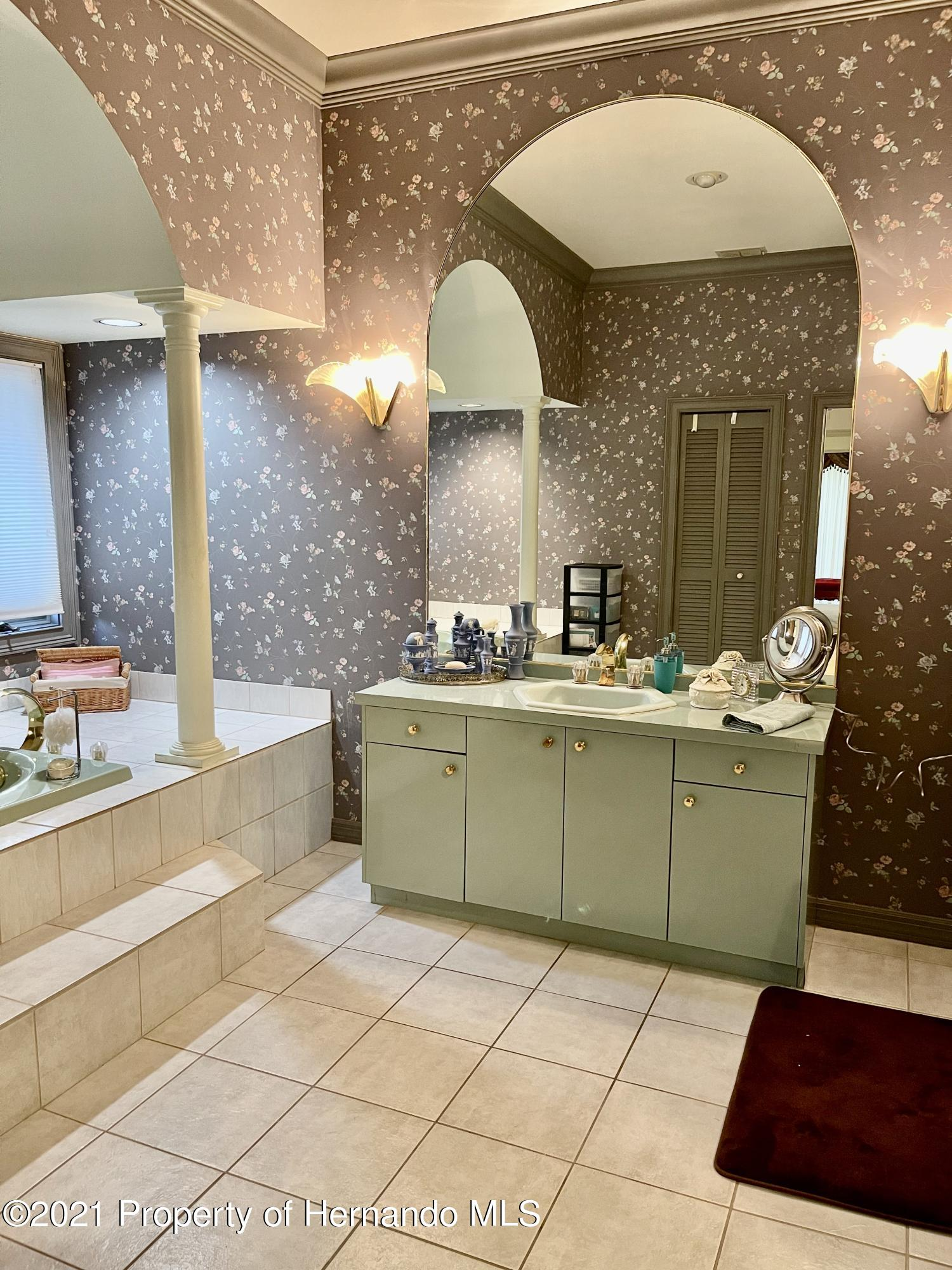Listing photo id 23 for 6109 Waters Way