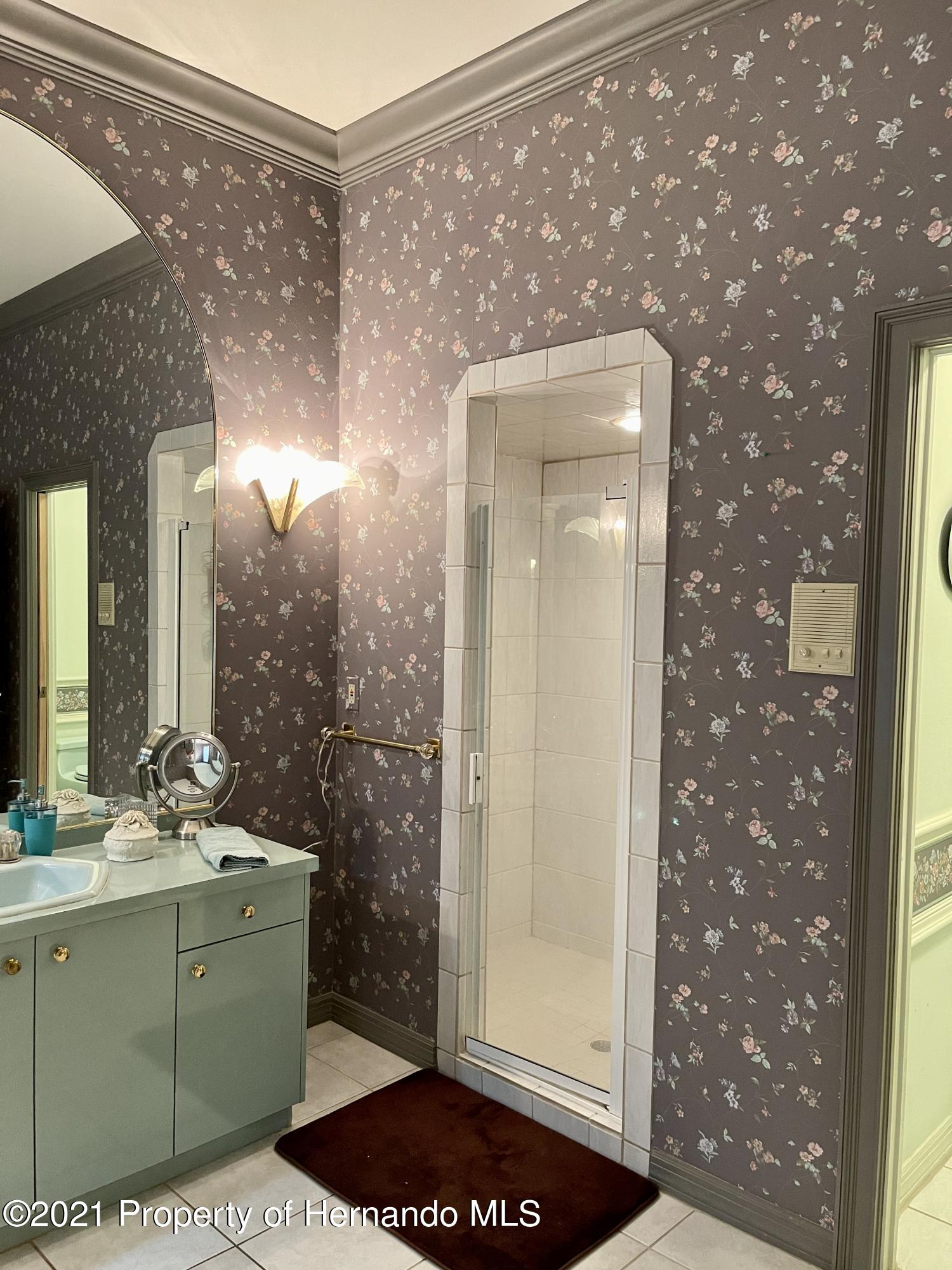 Listing photo id 24 for 6109 Waters Way