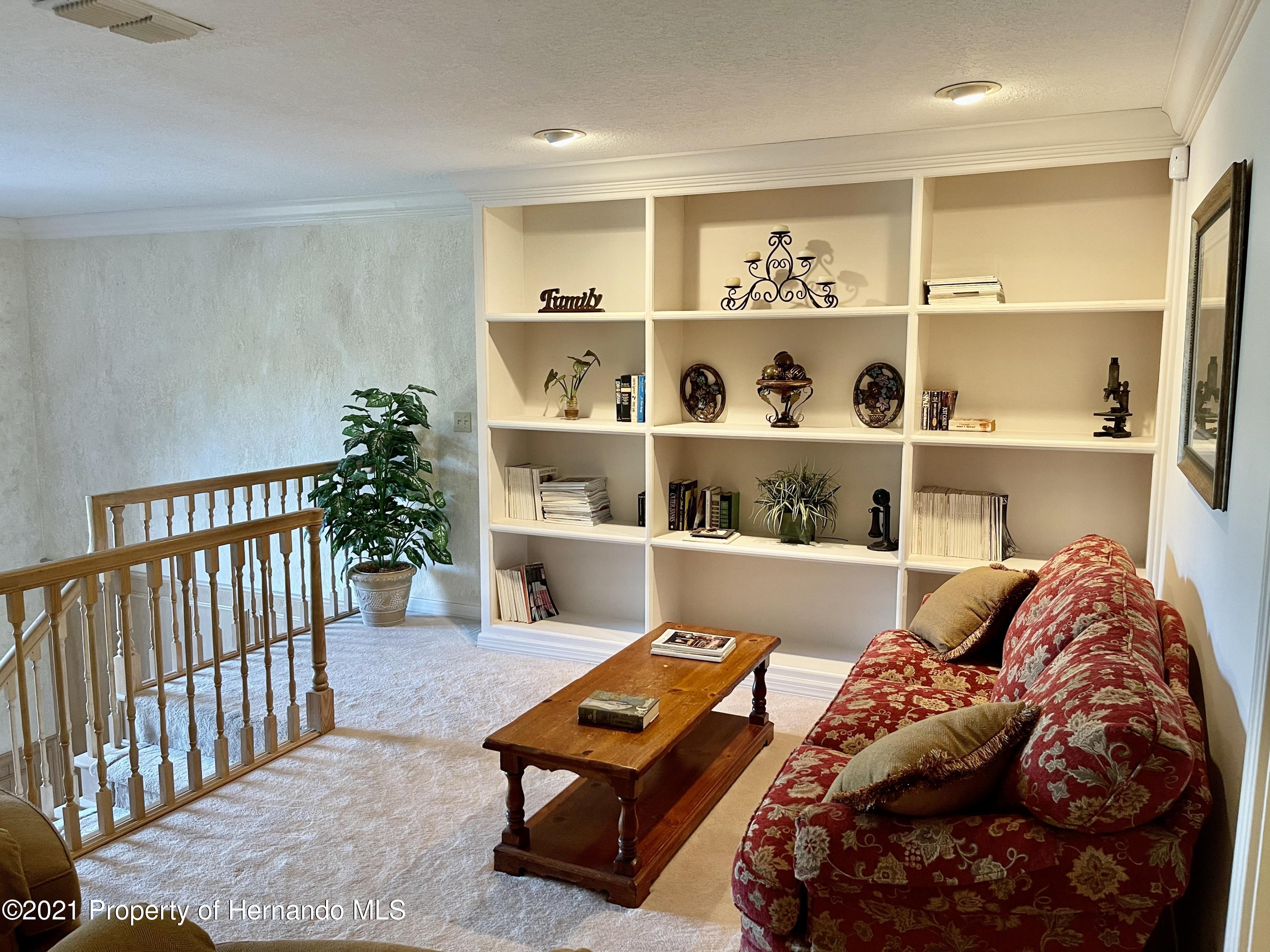 Listing photo id 25 for 6109 Waters Way