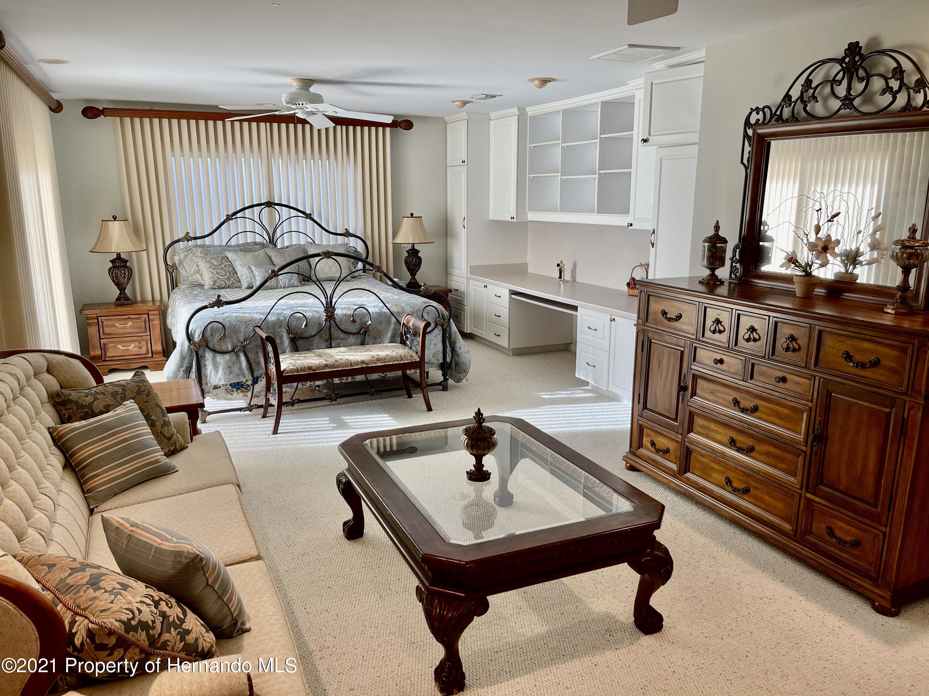 Listing photo id 26 for 6109 Waters Way