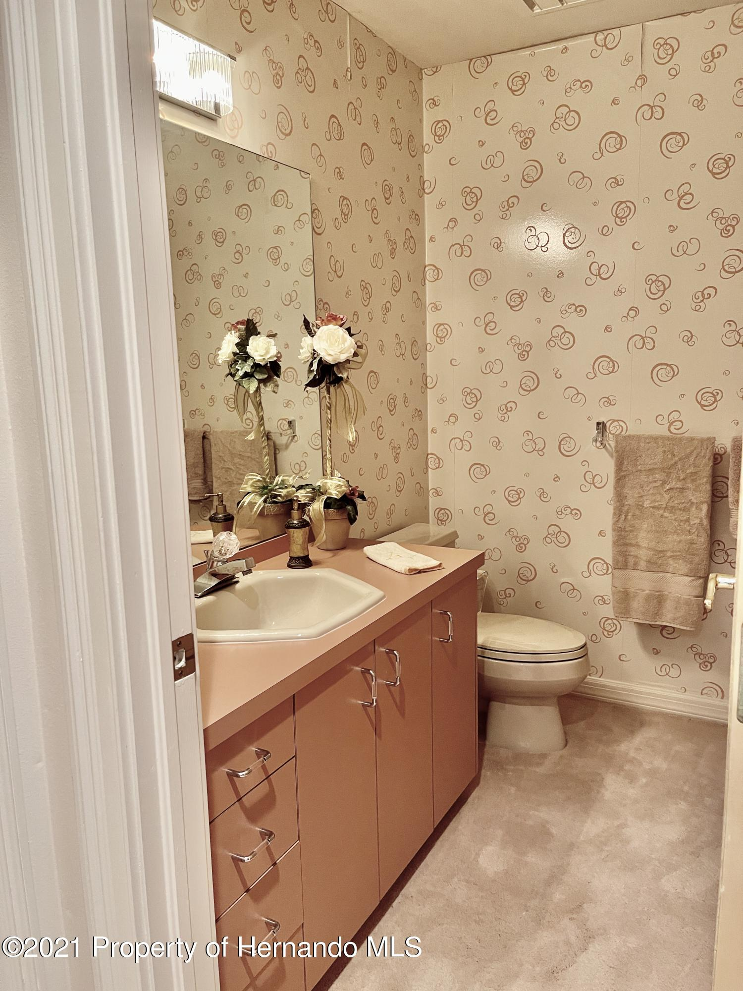 Listing photo id 31 for 6109 Waters Way