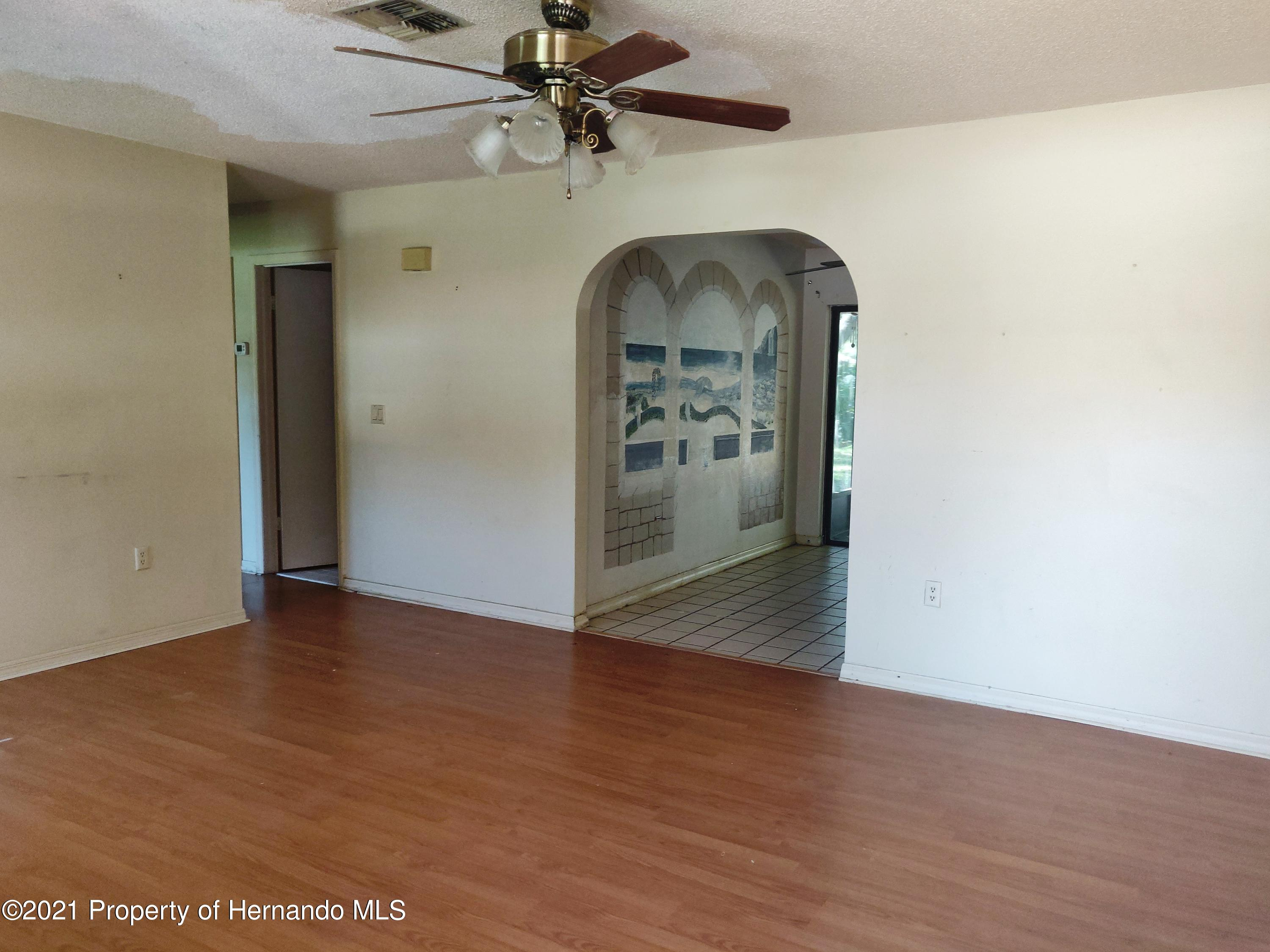 Listing photo id 2 for 1435 Meredith Drive