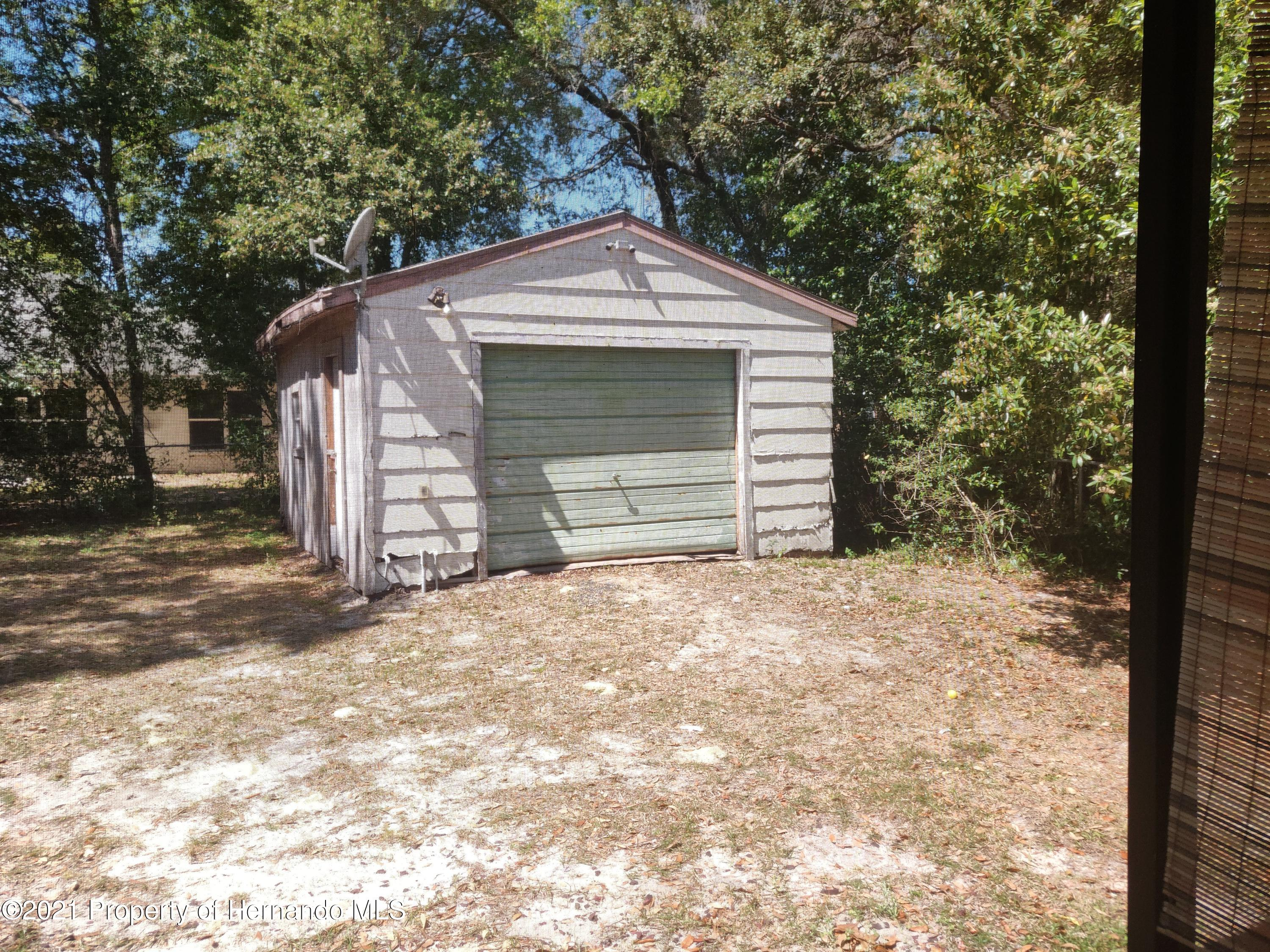 Listing photo id 13 for 1435 Meredith Drive