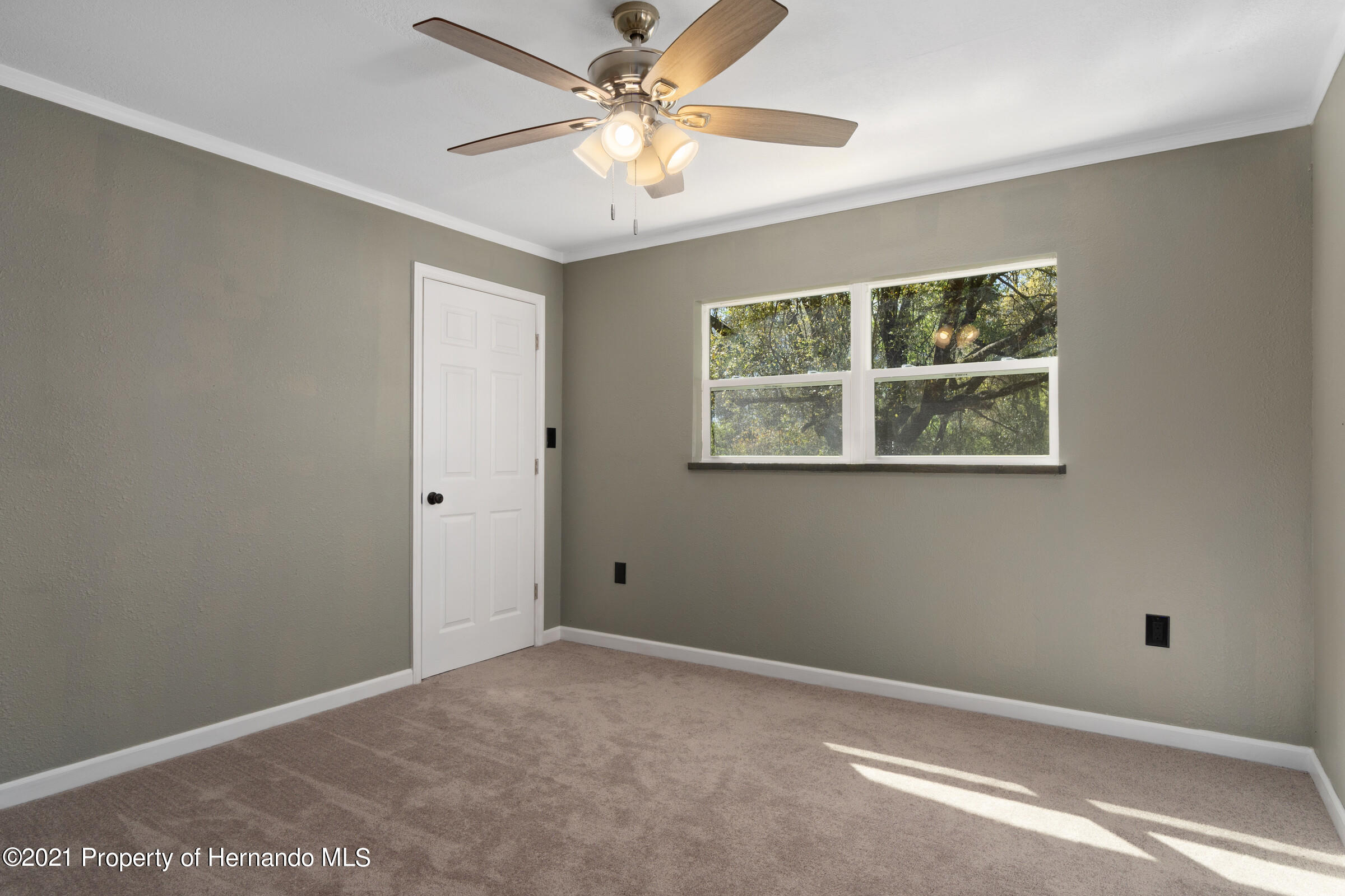 Listing photo id 27 for 11961 S. Oakview Ave. Avenue
