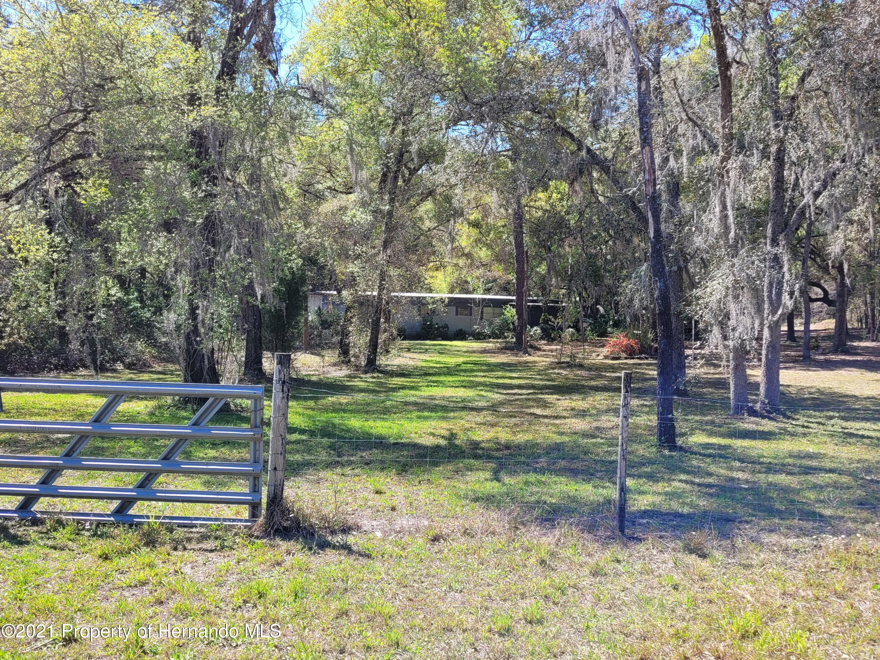 Listing photo id 3 for 17823 Caufield Road