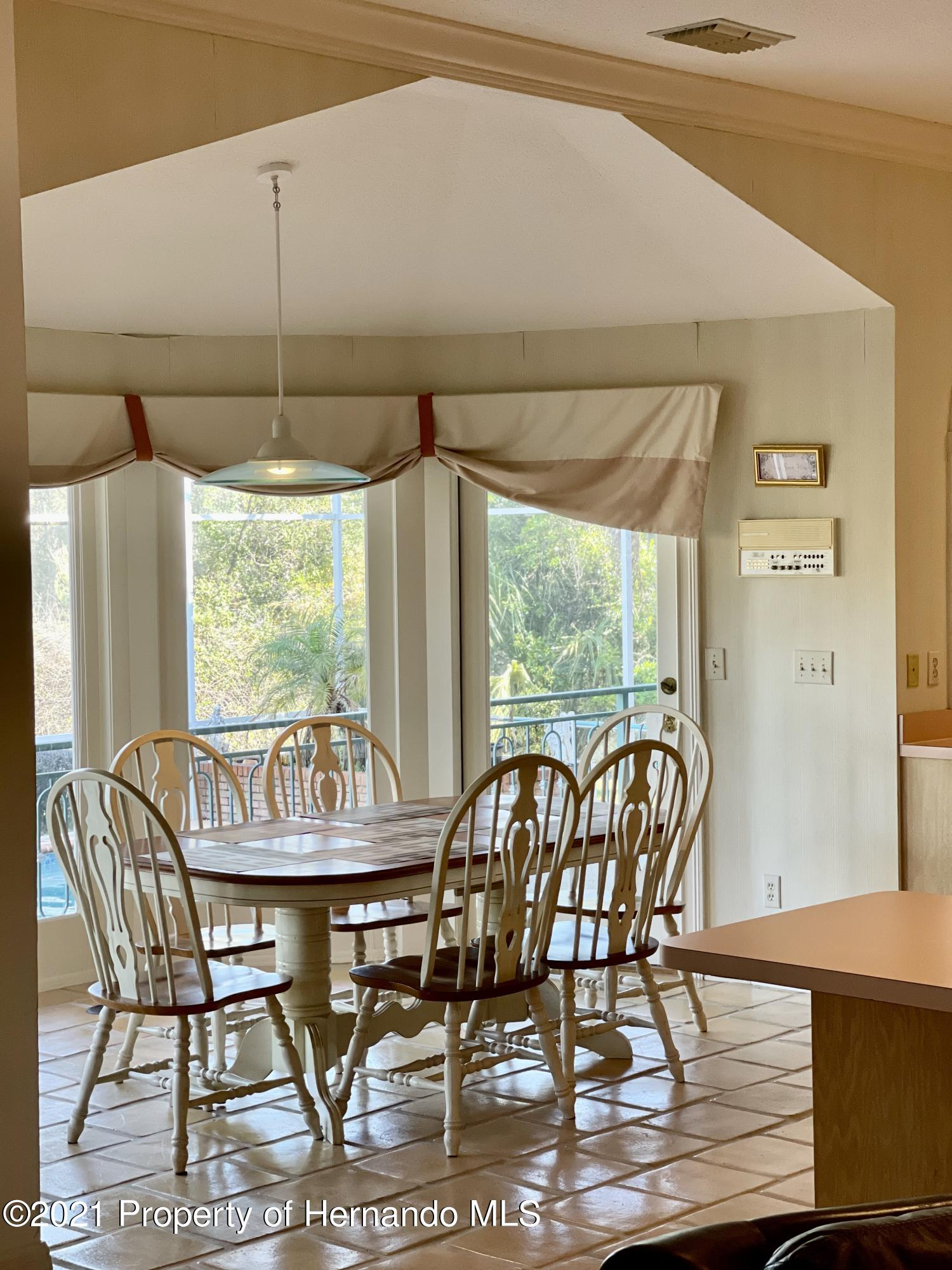 Listing photo id 35 for 6109 Waters Way