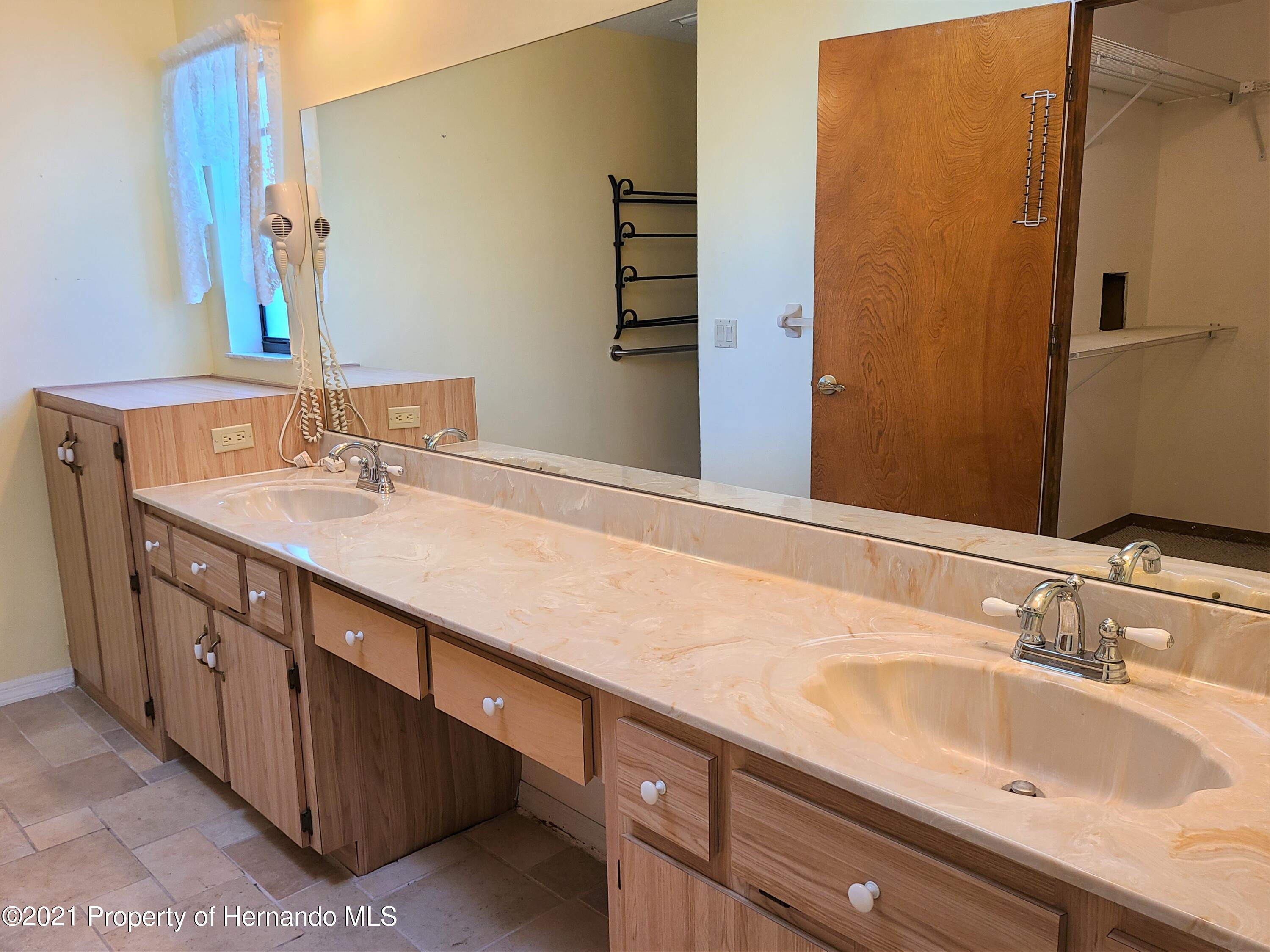 Image 12 For 2137 Linwood Avenue