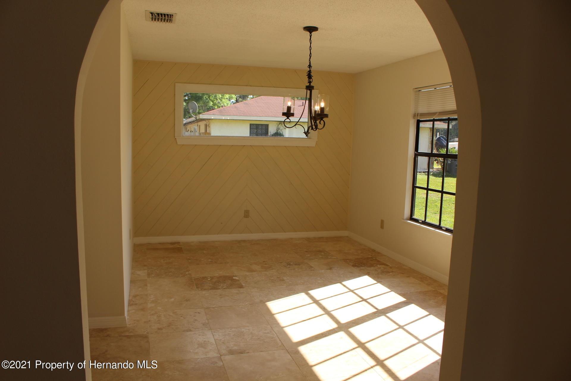 Listing photo id 8 for 19 N Archwood Drive