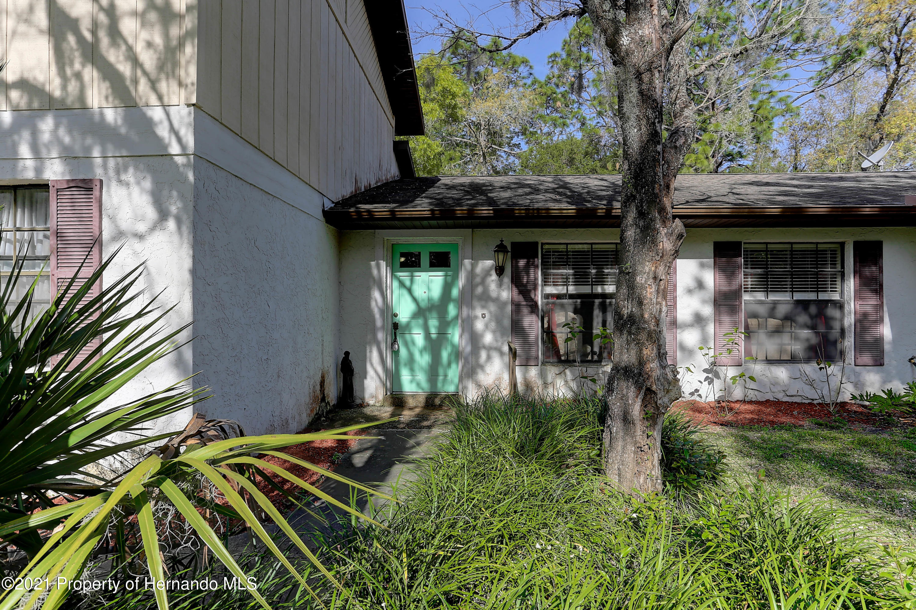 Listing photo id 5 for 20 Holly Court