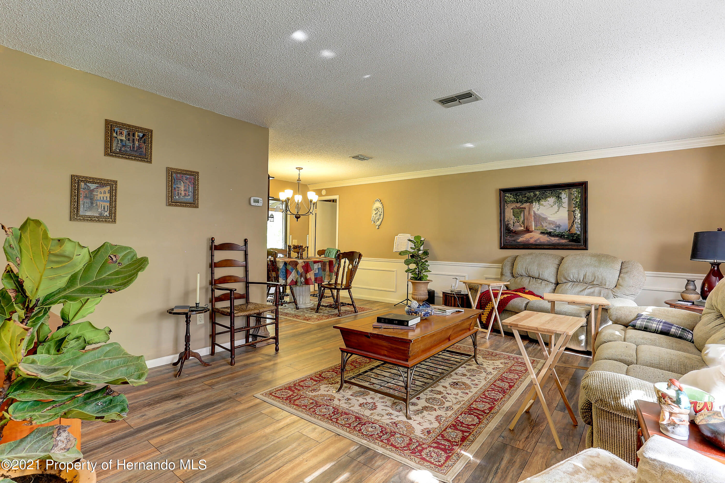 Listing photo id 9 for 20 Holly Court