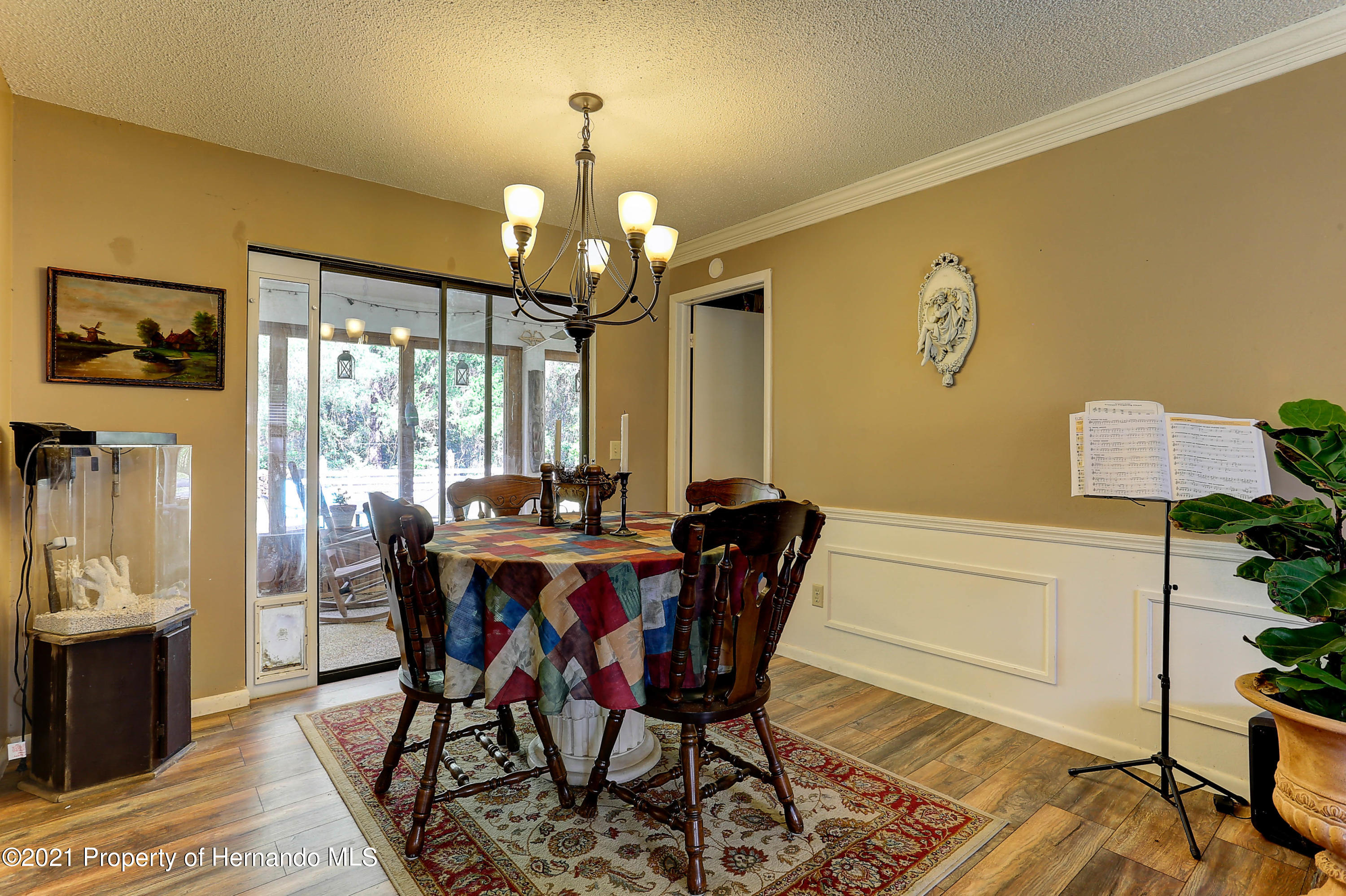 Listing photo id 11 for 20 Holly Court