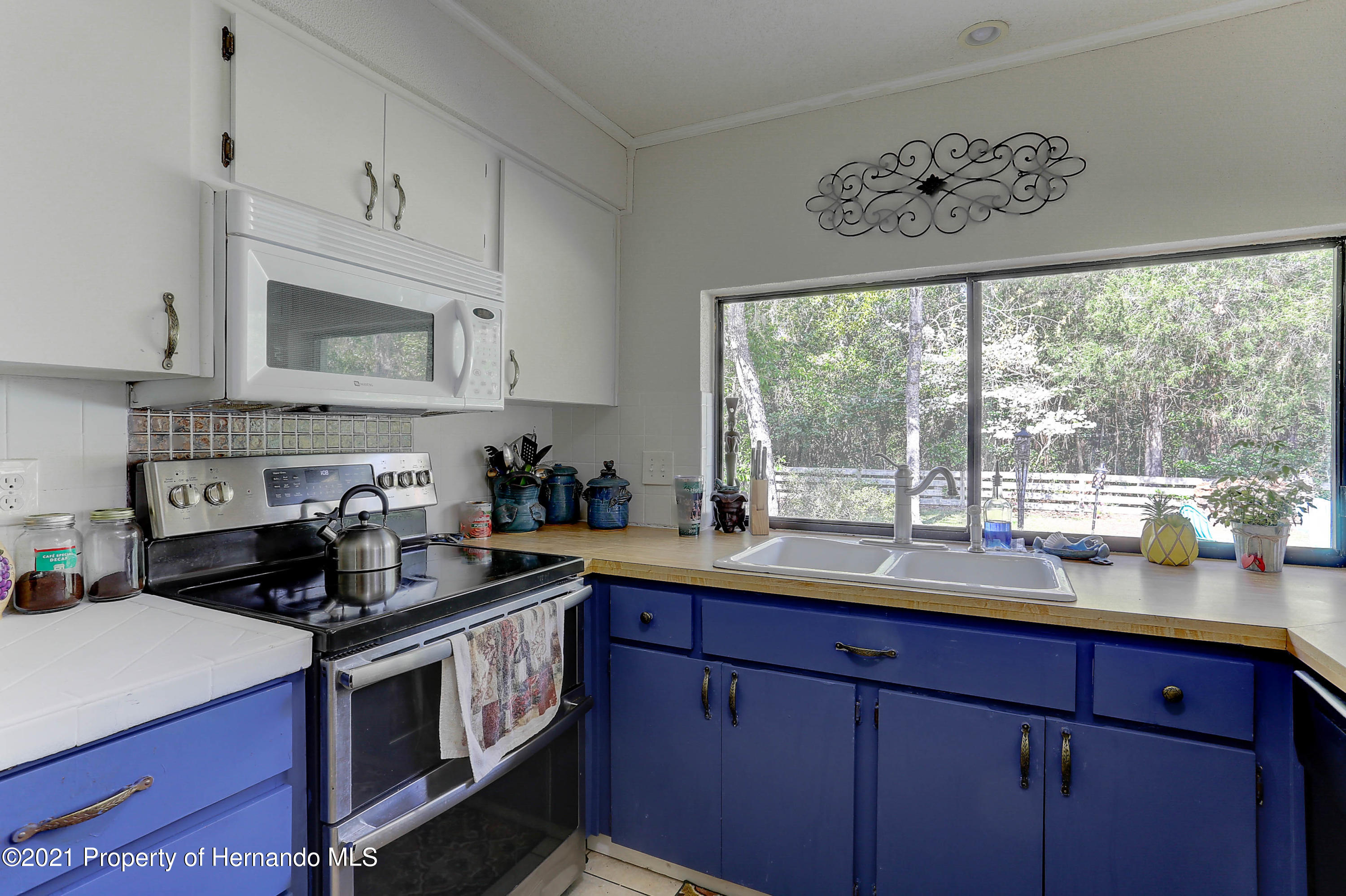 Listing photo id 13 for 20 Holly Court