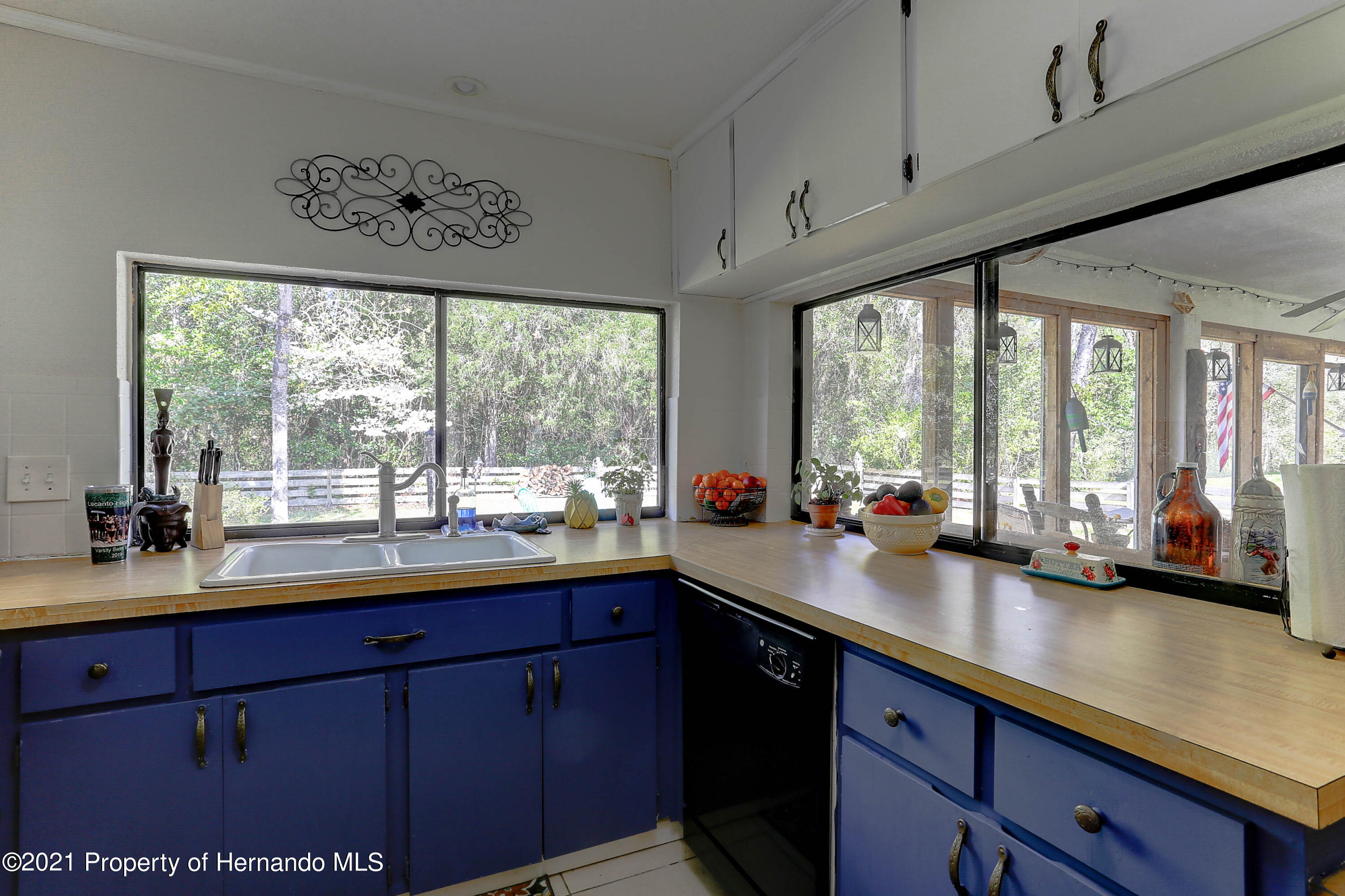 Listing photo id 14 for 20 Holly Court