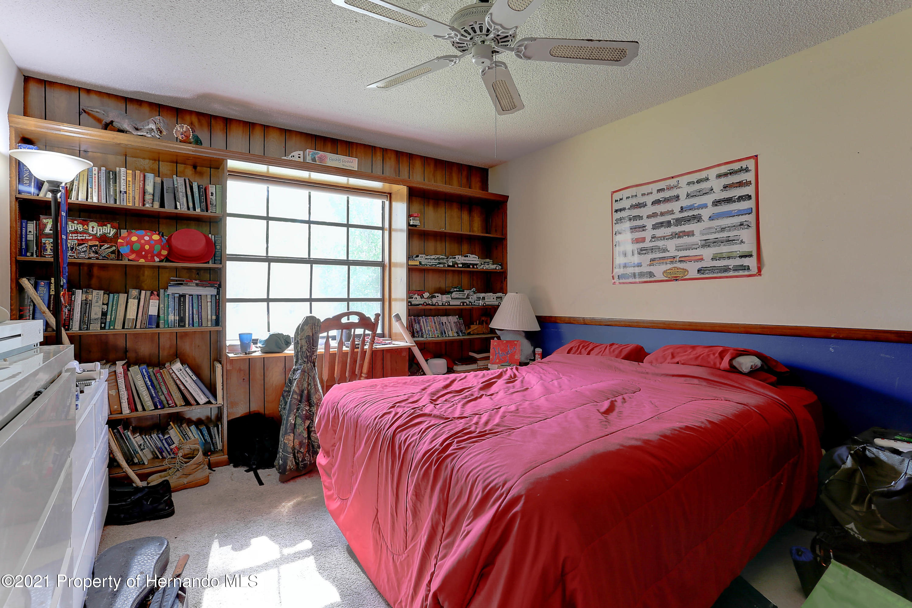 Listing photo id 25 for 20 Holly Court