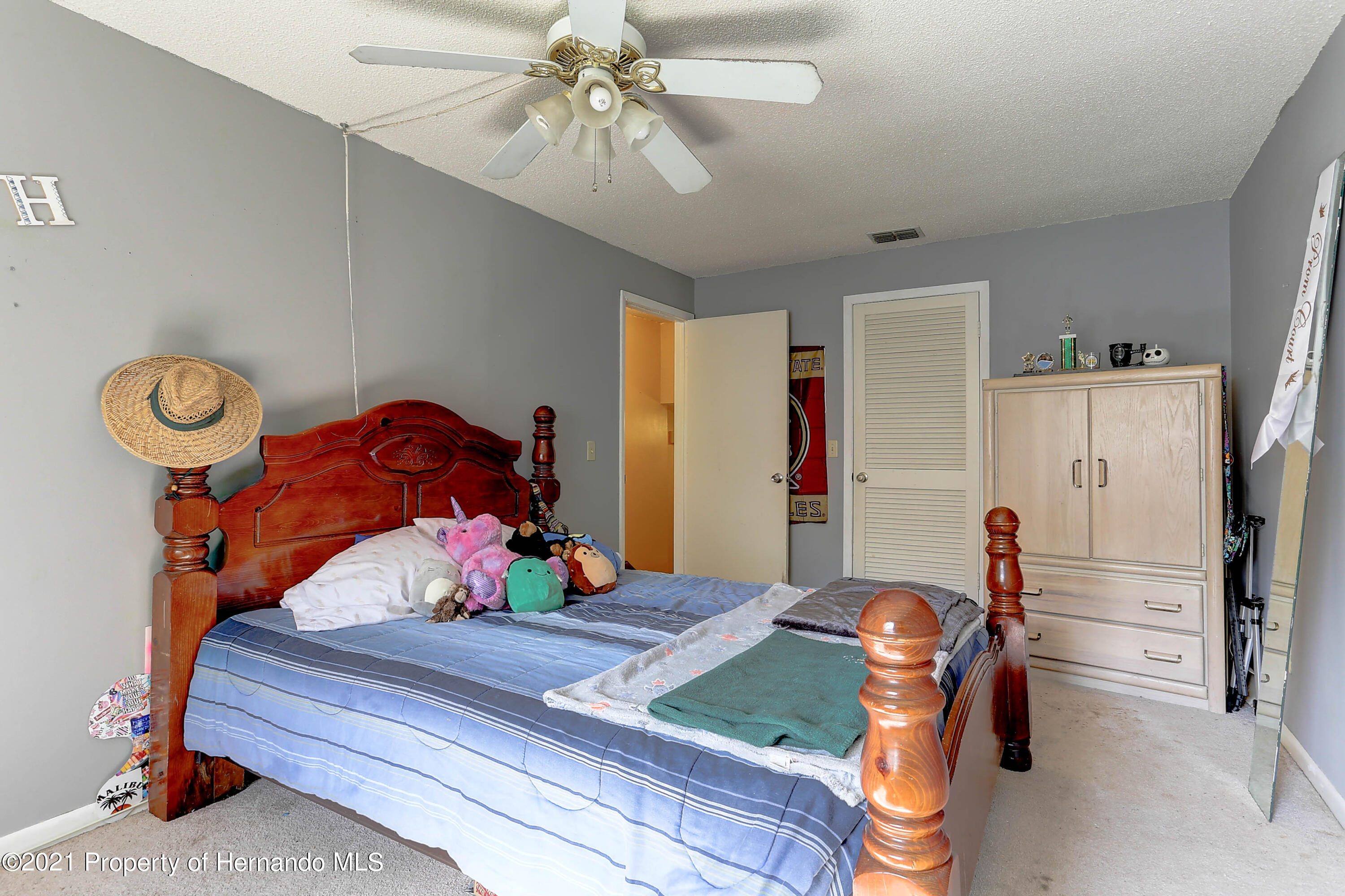 Listing photo id 28 for 20 Holly Court