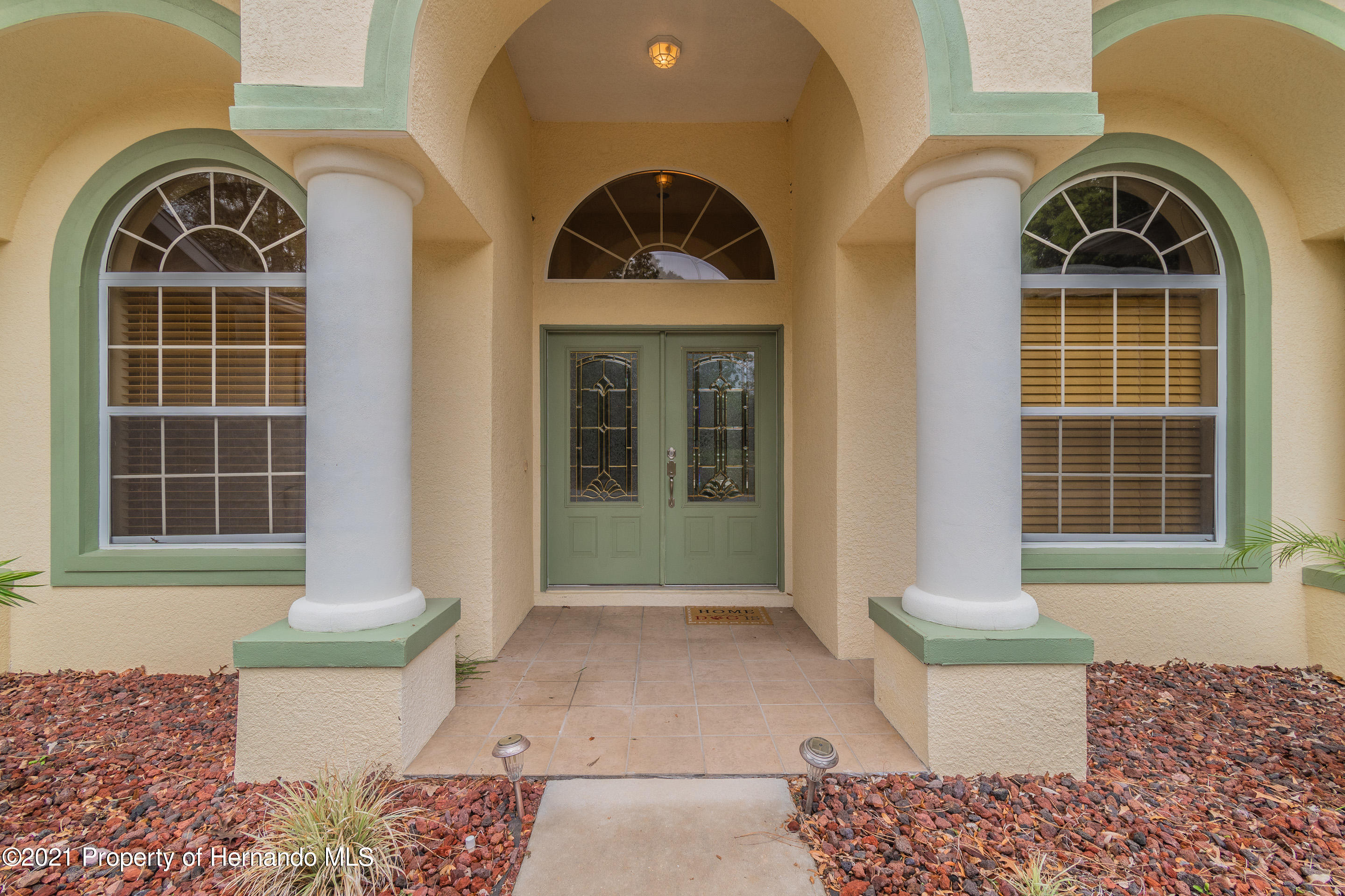 Listing photo id 2 for 23 Carnation Court