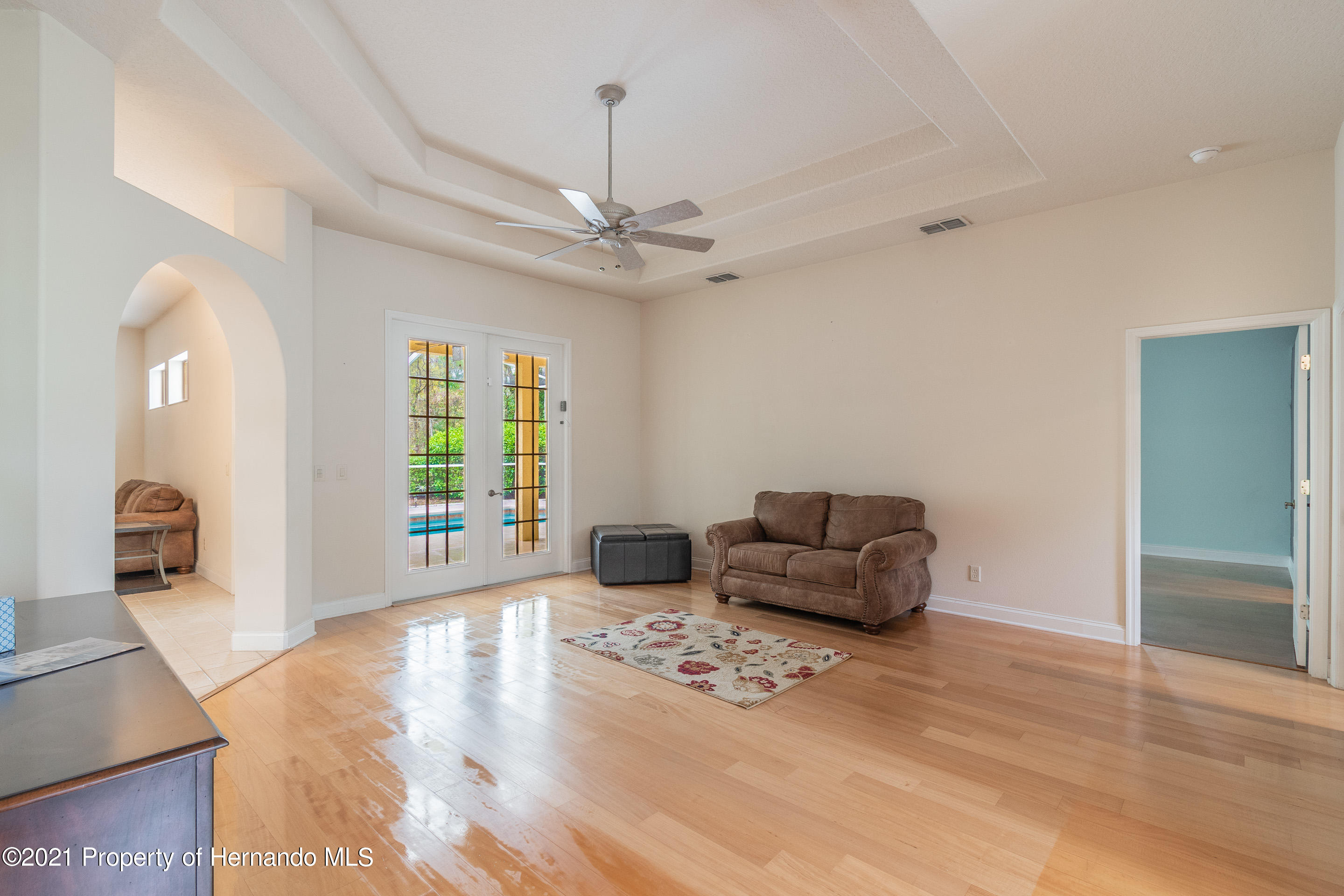 Listing photo id 8 for 23 Carnation Court