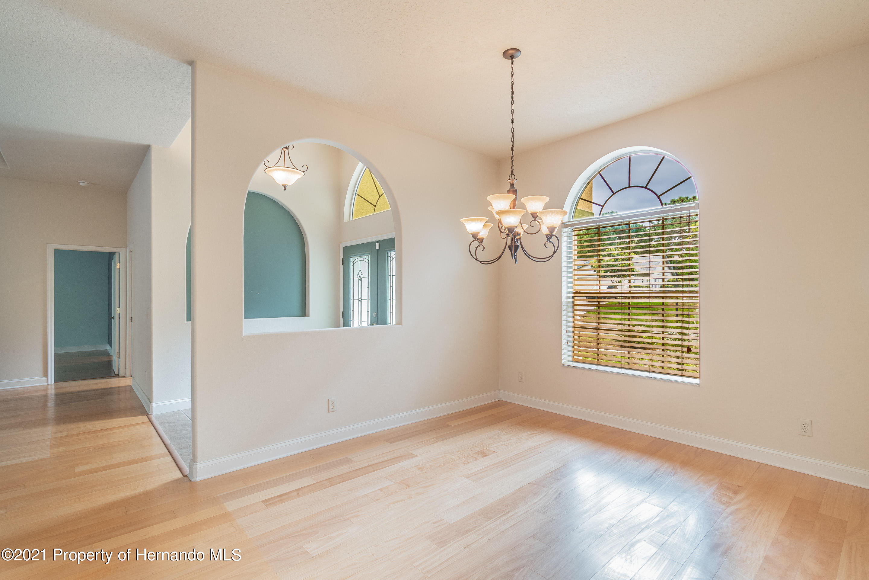 Listing photo id 10 for 23 Carnation Court