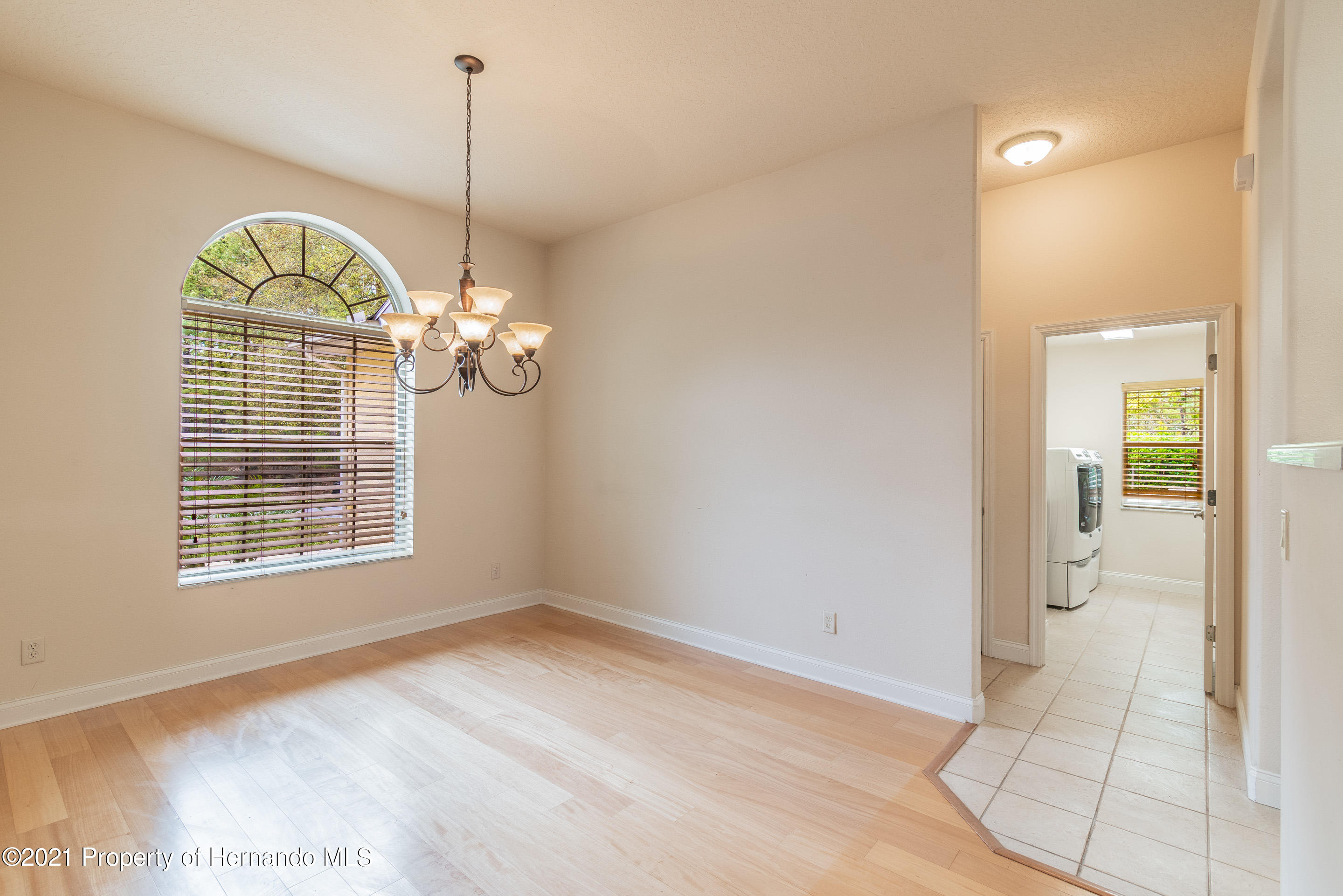 Listing photo id 11 for 23 Carnation Court