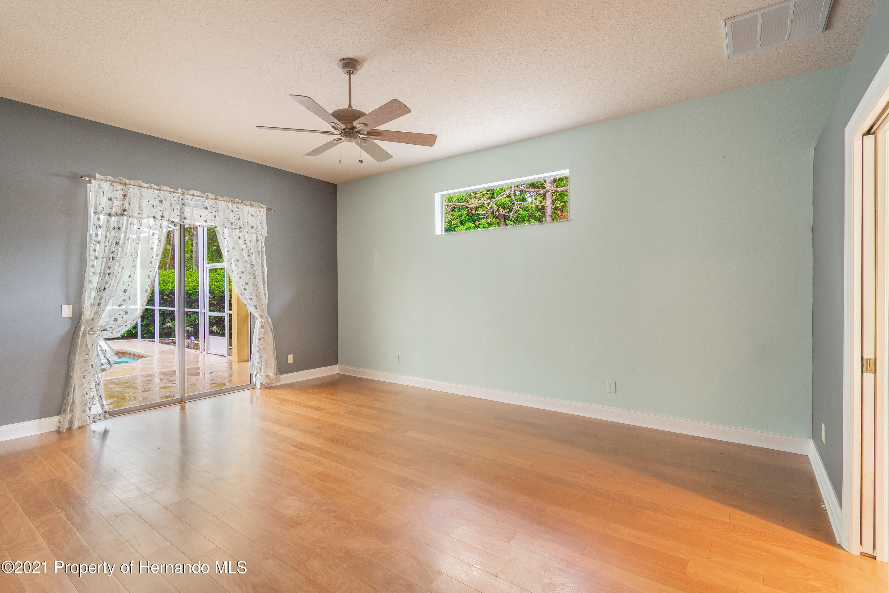 Listing photo id 12 for 23 Carnation Court