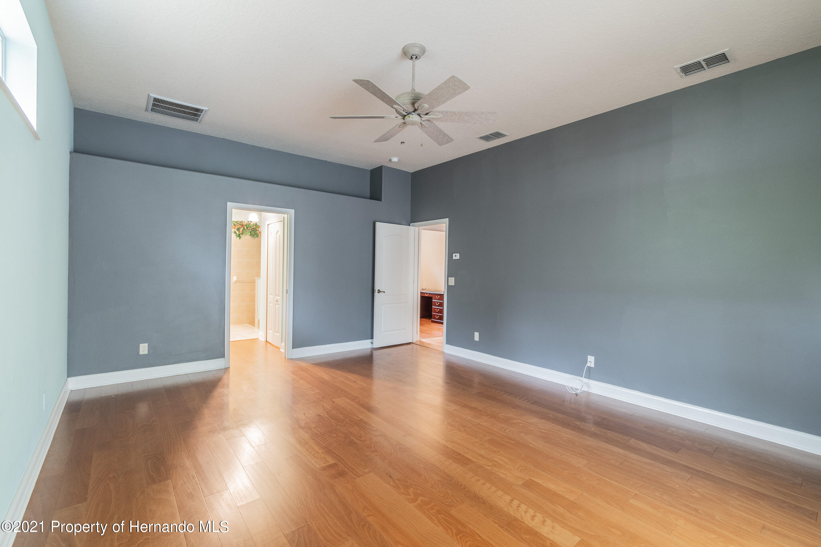 Listing photo id 13 for 23 Carnation Court