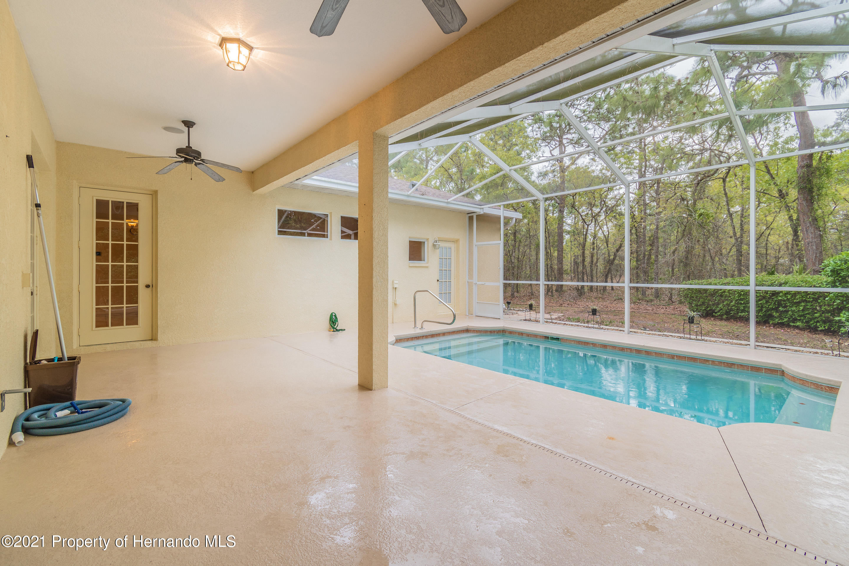 Listing photo id 28 for 23 Carnation Court