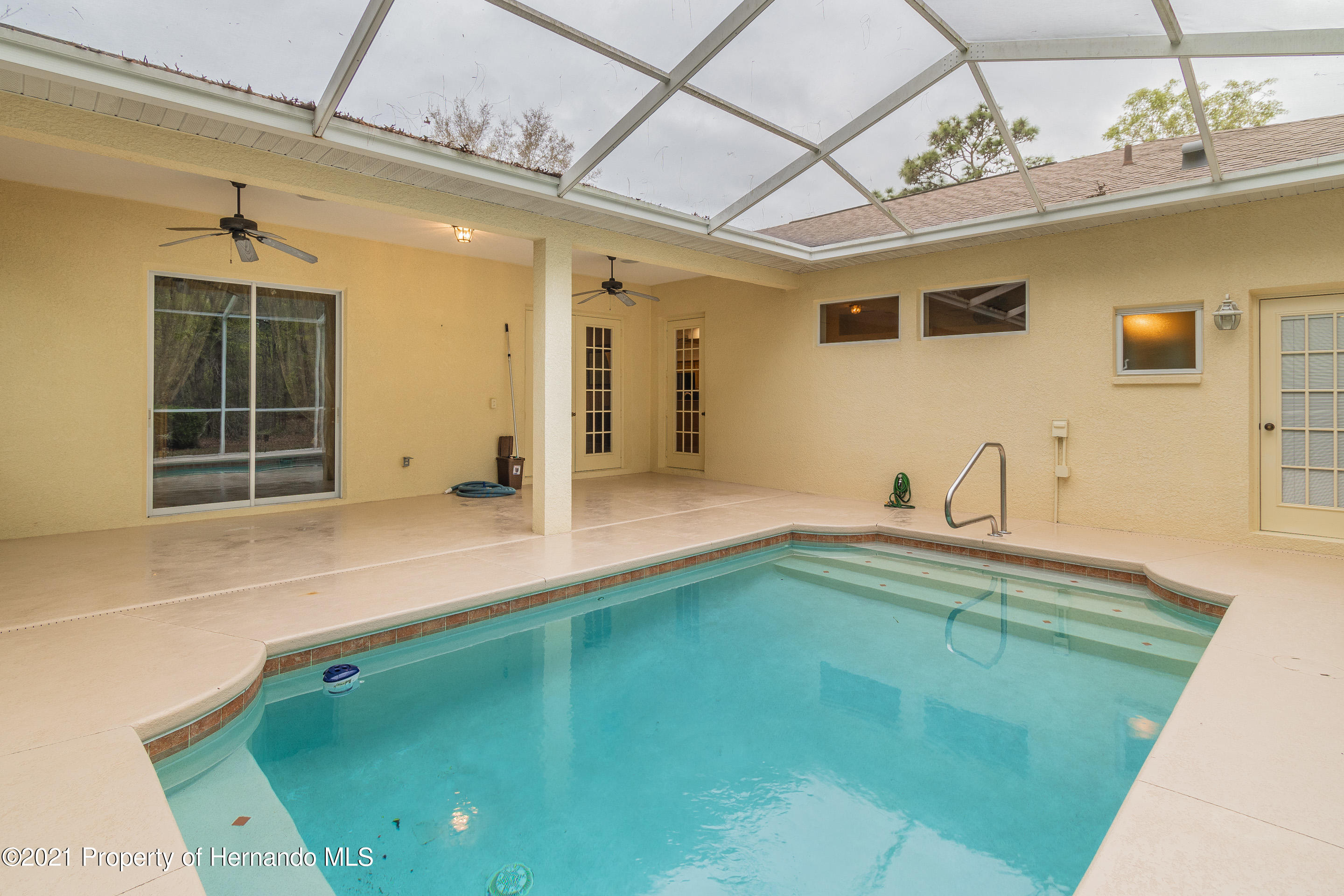 Listing photo id 30 for 23 Carnation Court