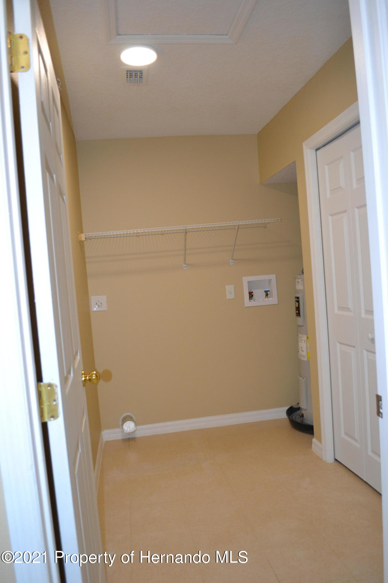Listing photo id 16 for 3345 Paula Lane