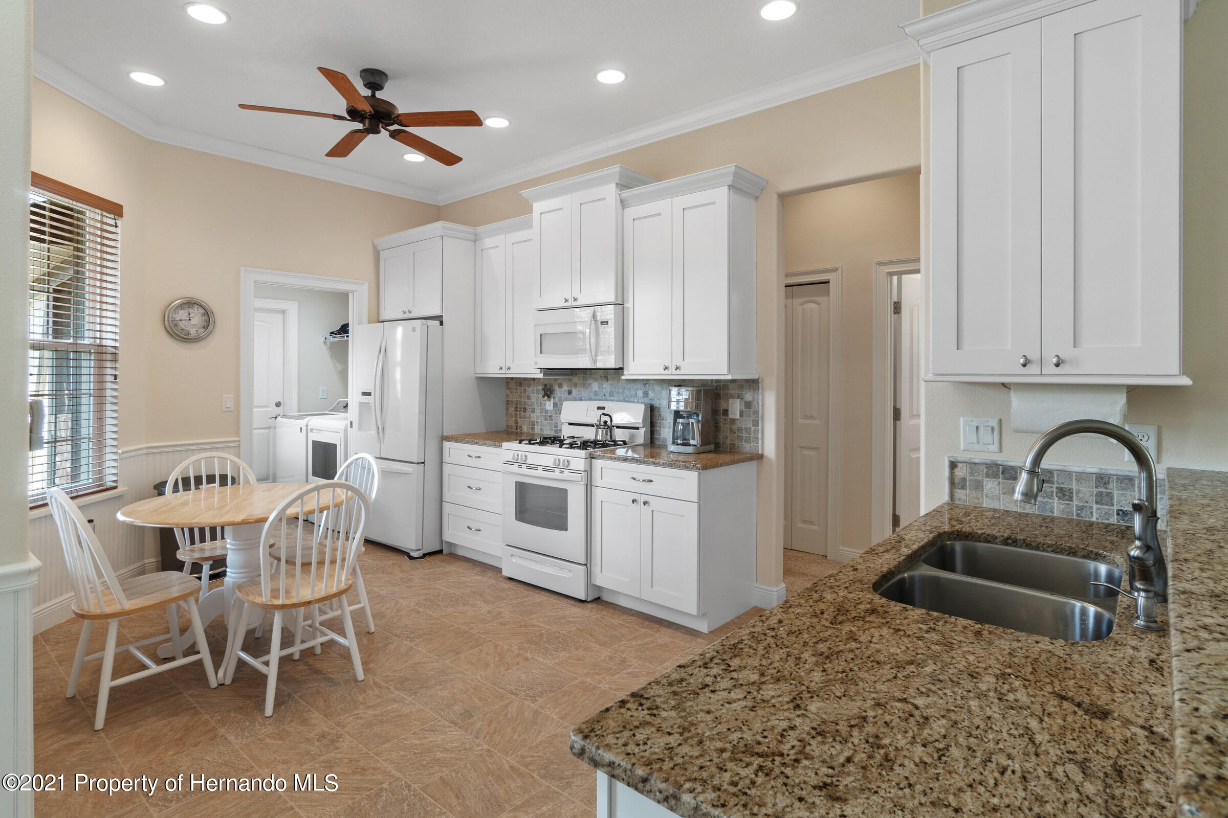 Listing photo id 10 for 9363 S Deer Park Dr Drive