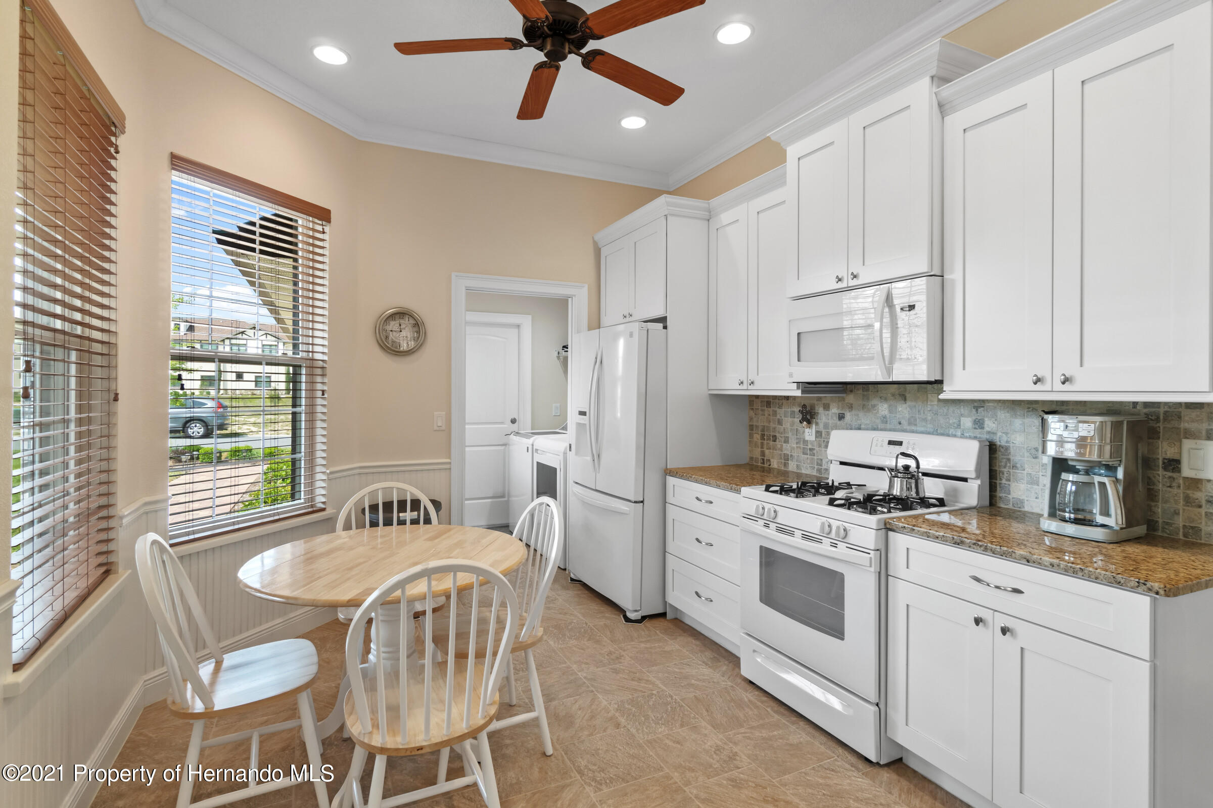 Listing photo id 12 for 9363 S Deer Park Dr Drive