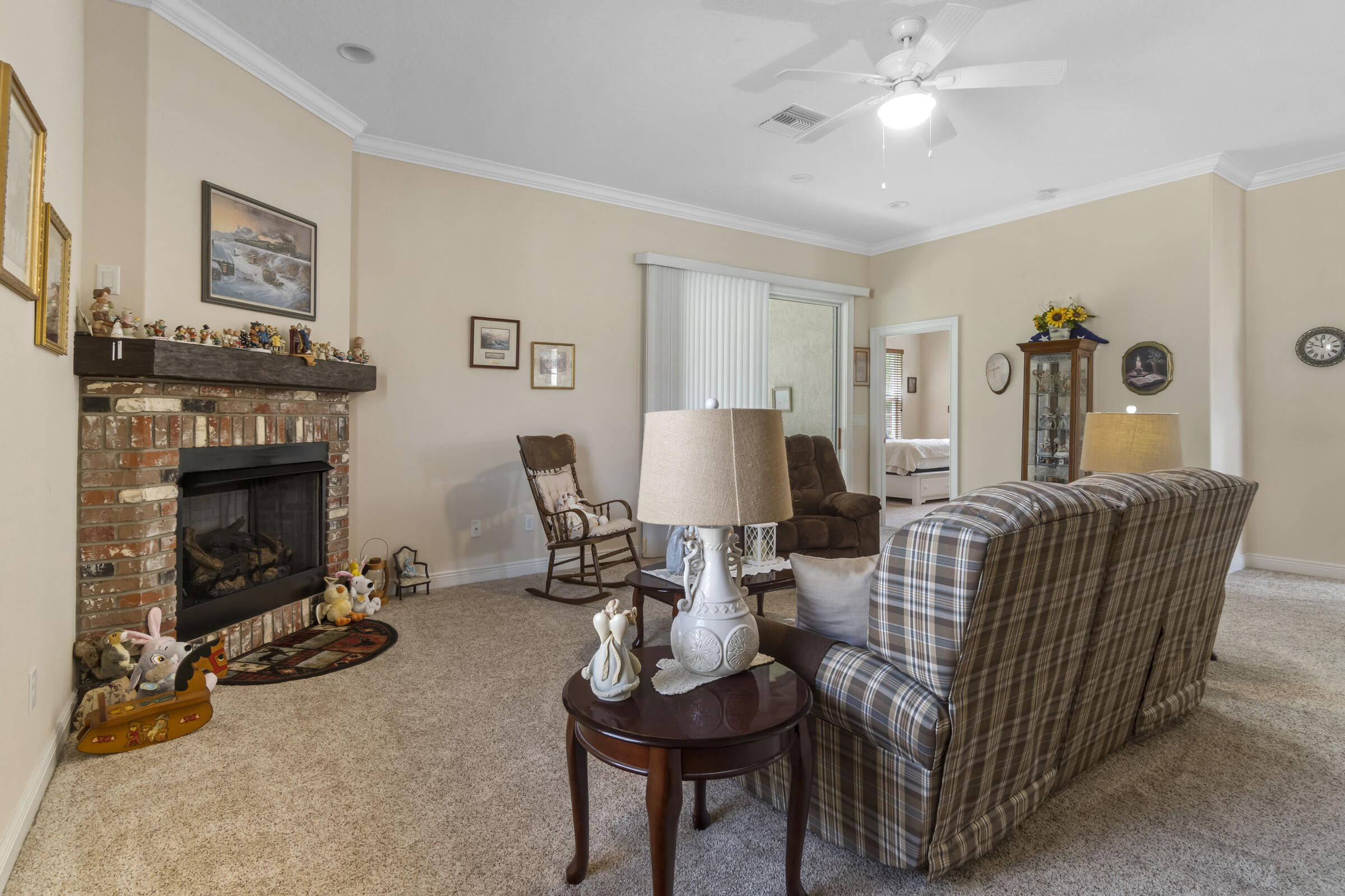 Listing photo id 18 for 9363 S Deer Park Dr Drive