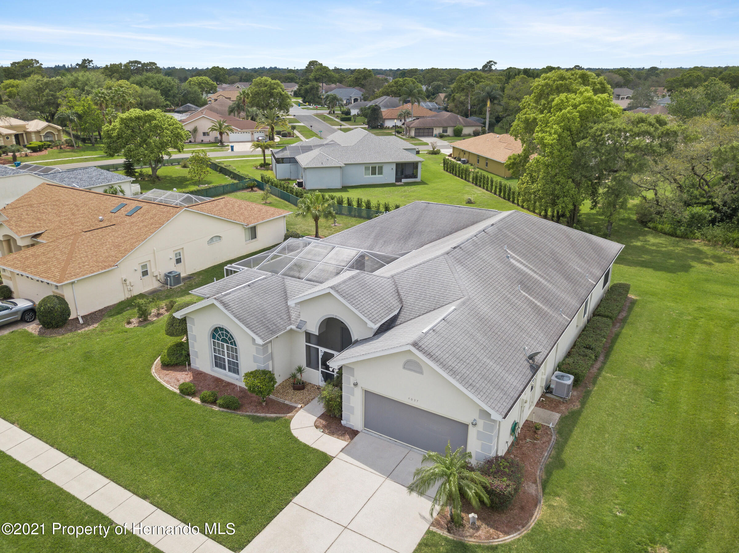 Listing photo id 3 for 4037 Breckland Court
