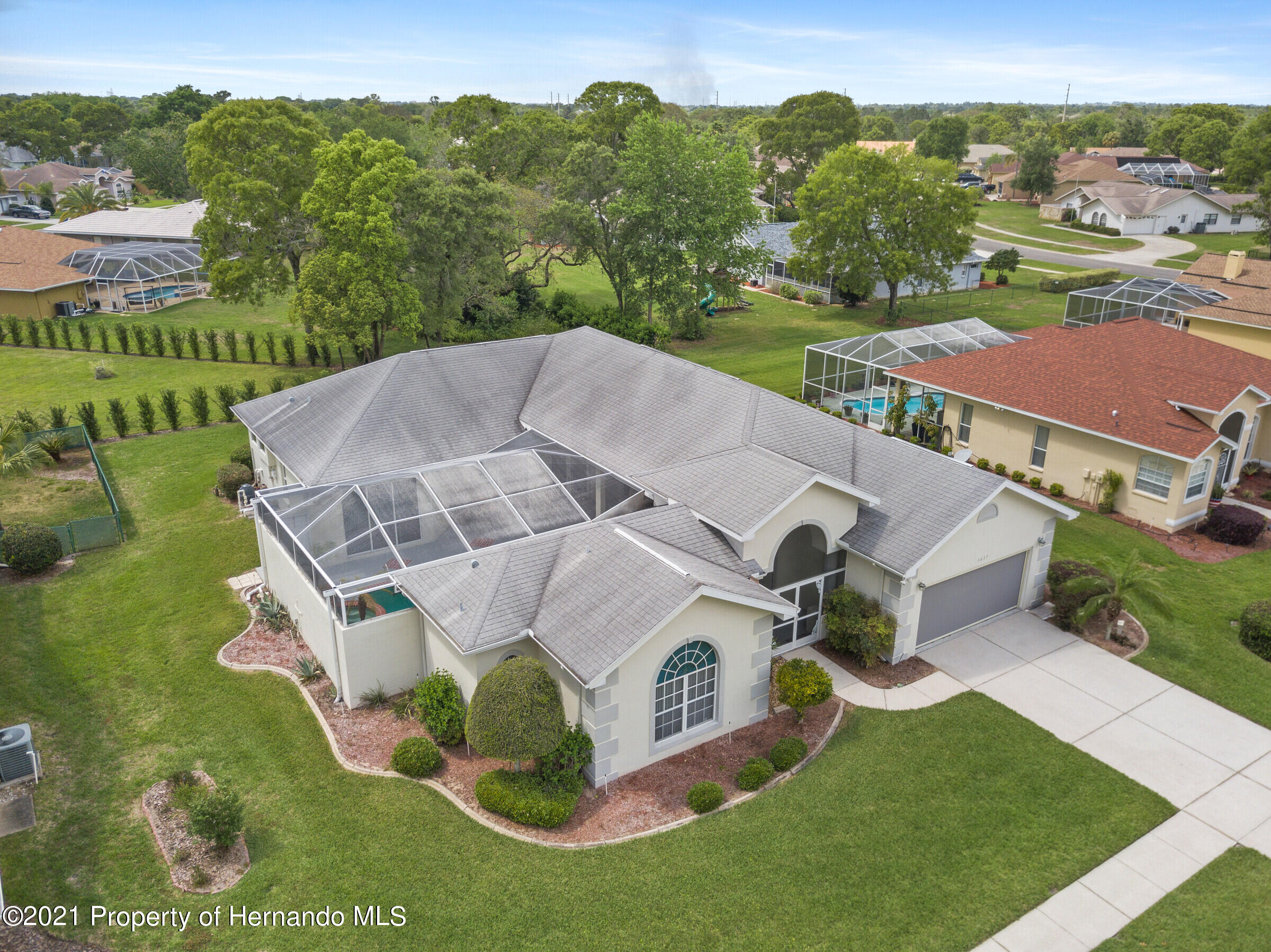 Listing photo id 4 for 4037 Breckland Court