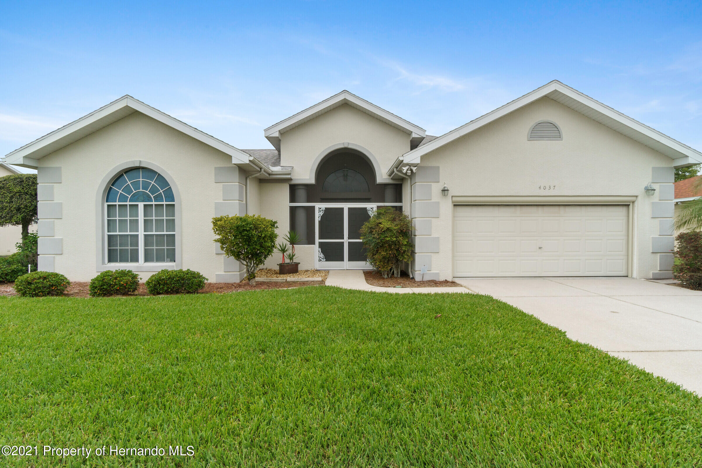 Listing photo id 8 for 4037 Breckland Court