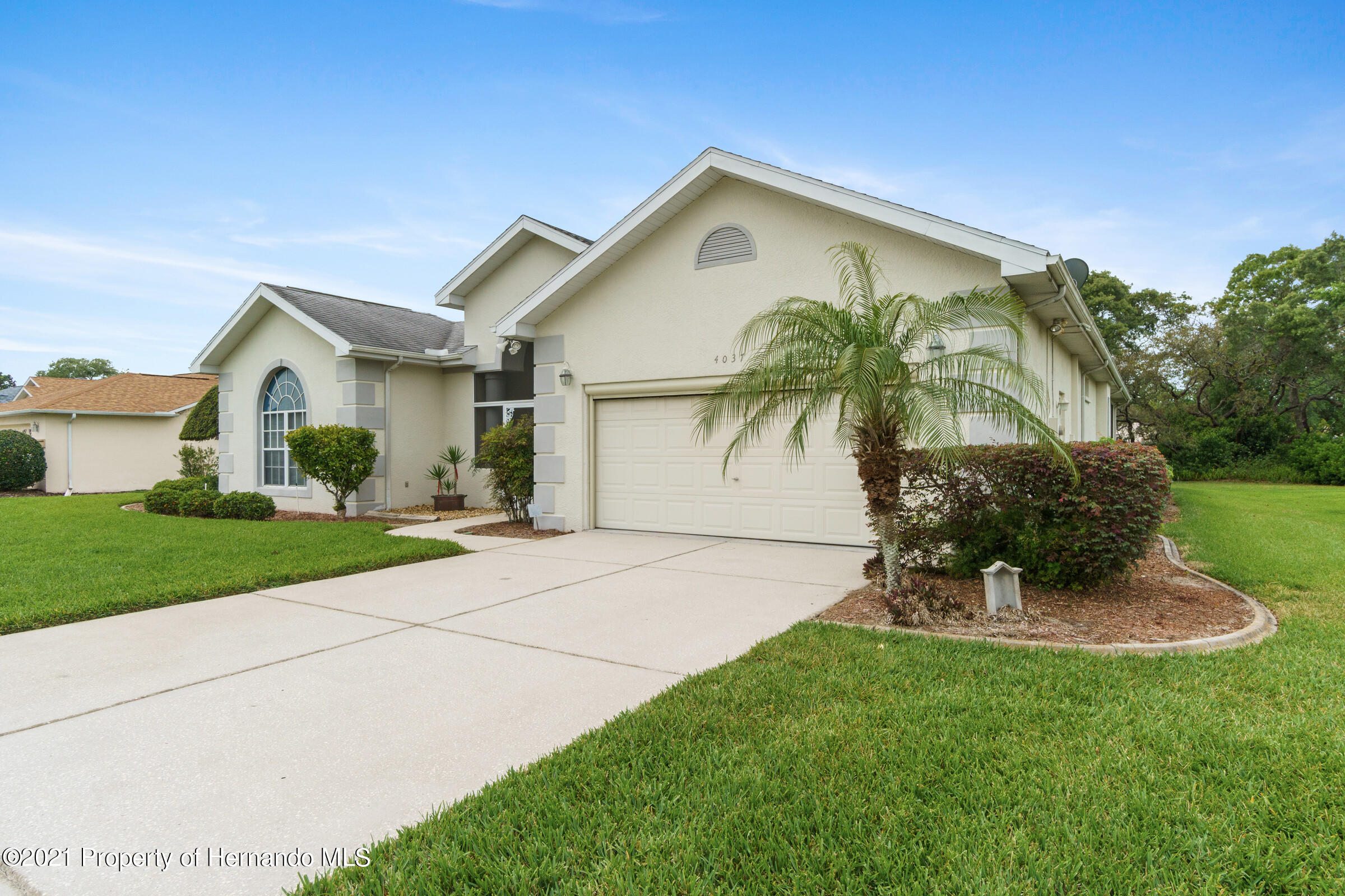 Listing photo id 9 for 4037 Breckland Court