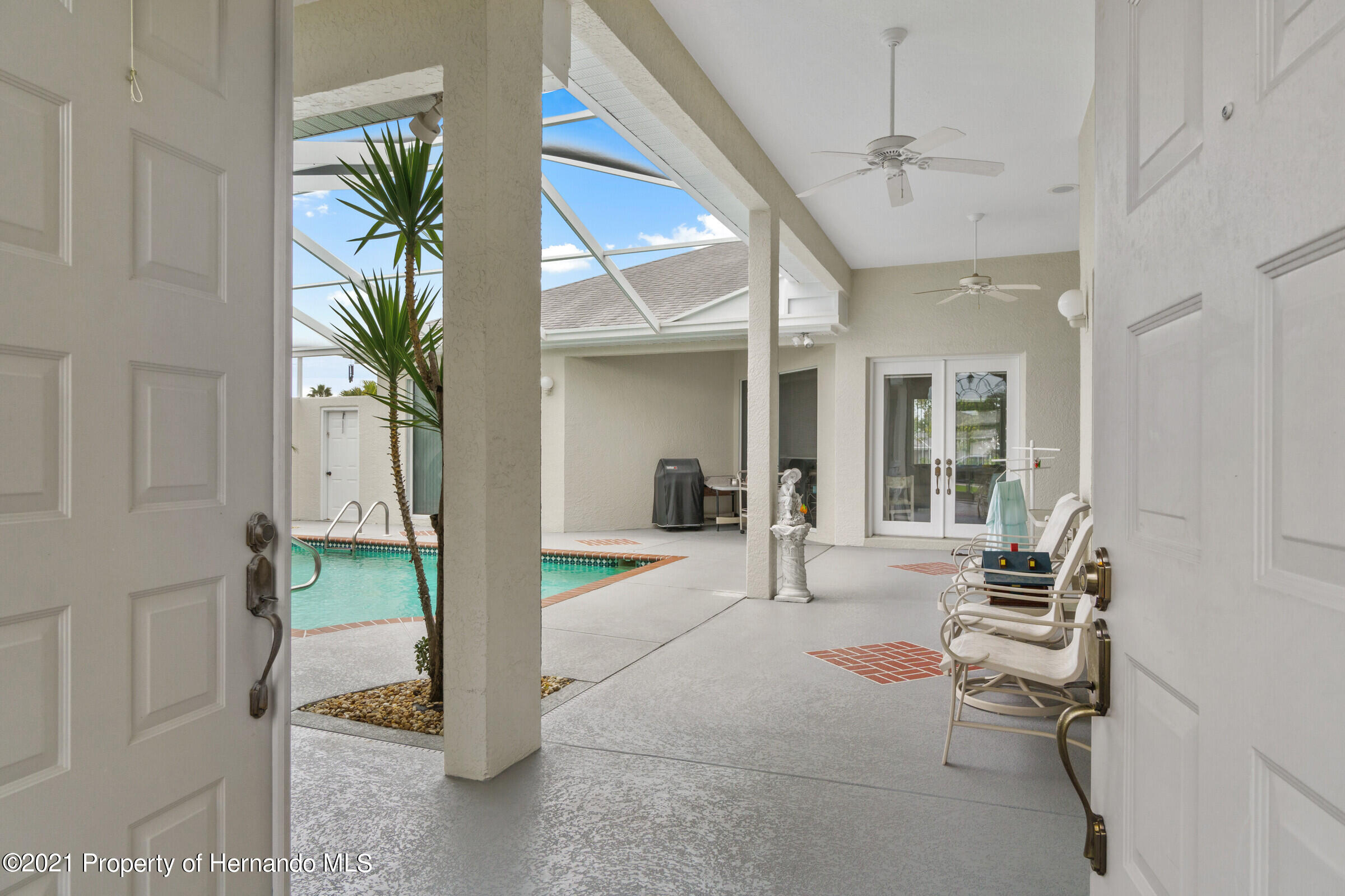 Listing photo id 11 for 4037 Breckland Court