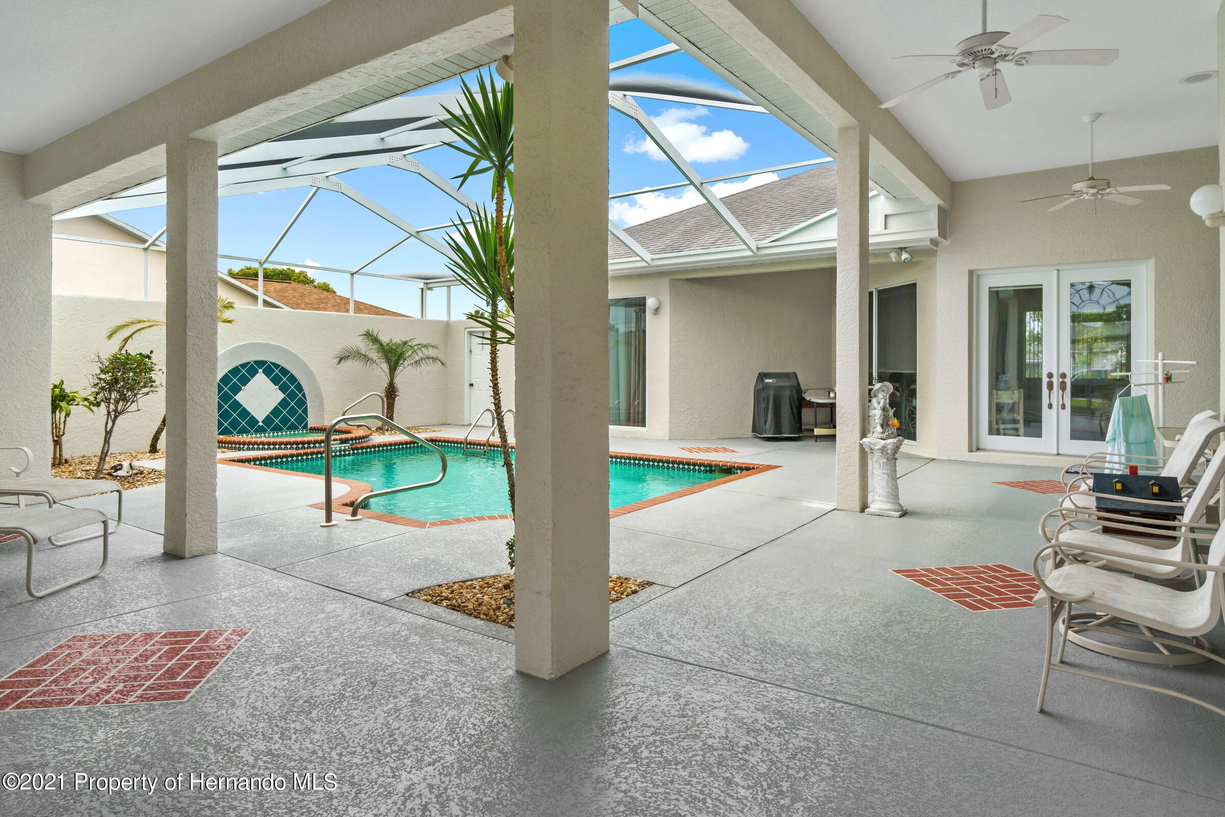 Listing photo id 12 for 4037 Breckland Court