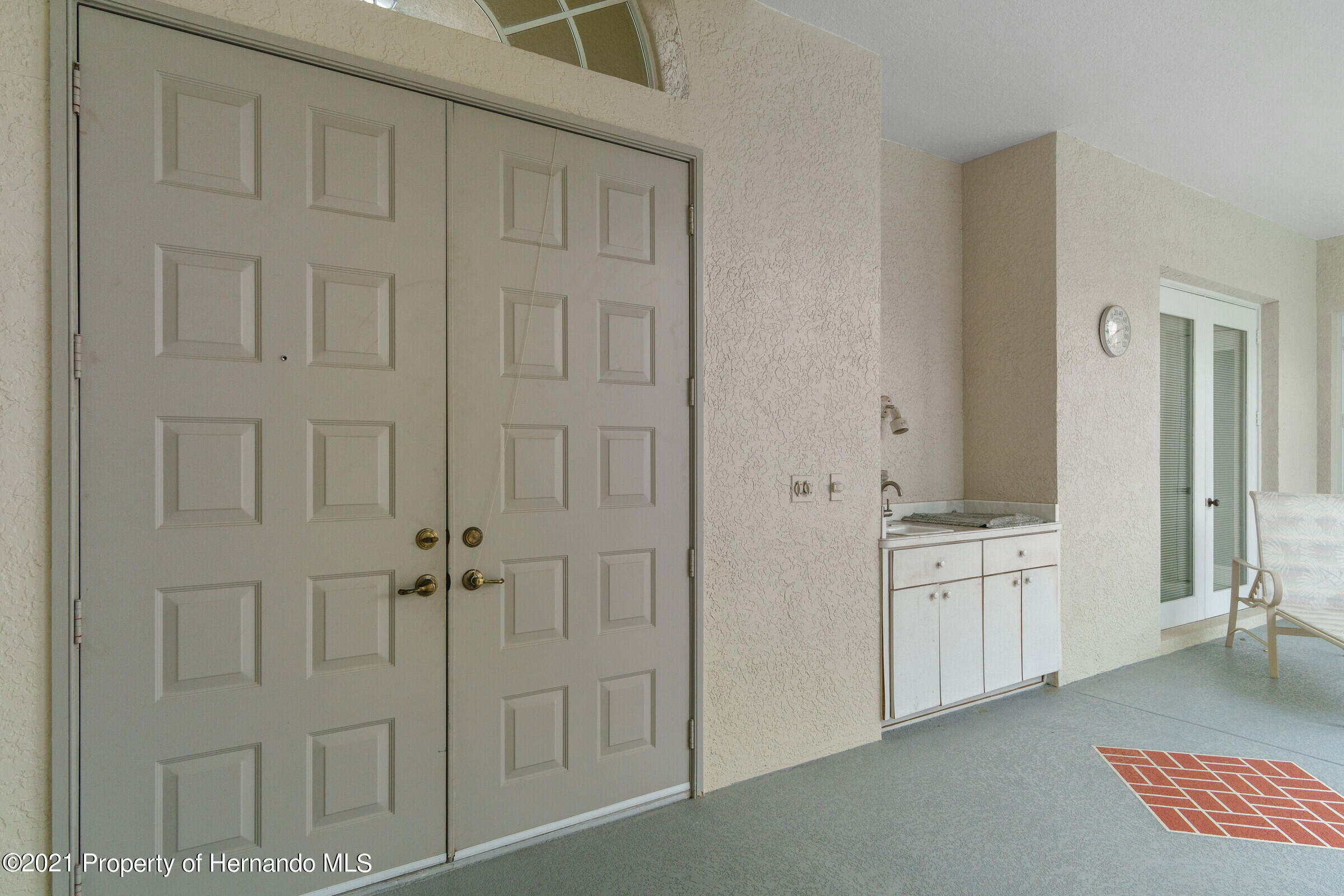 Listing photo id 13 for 4037 Breckland Court