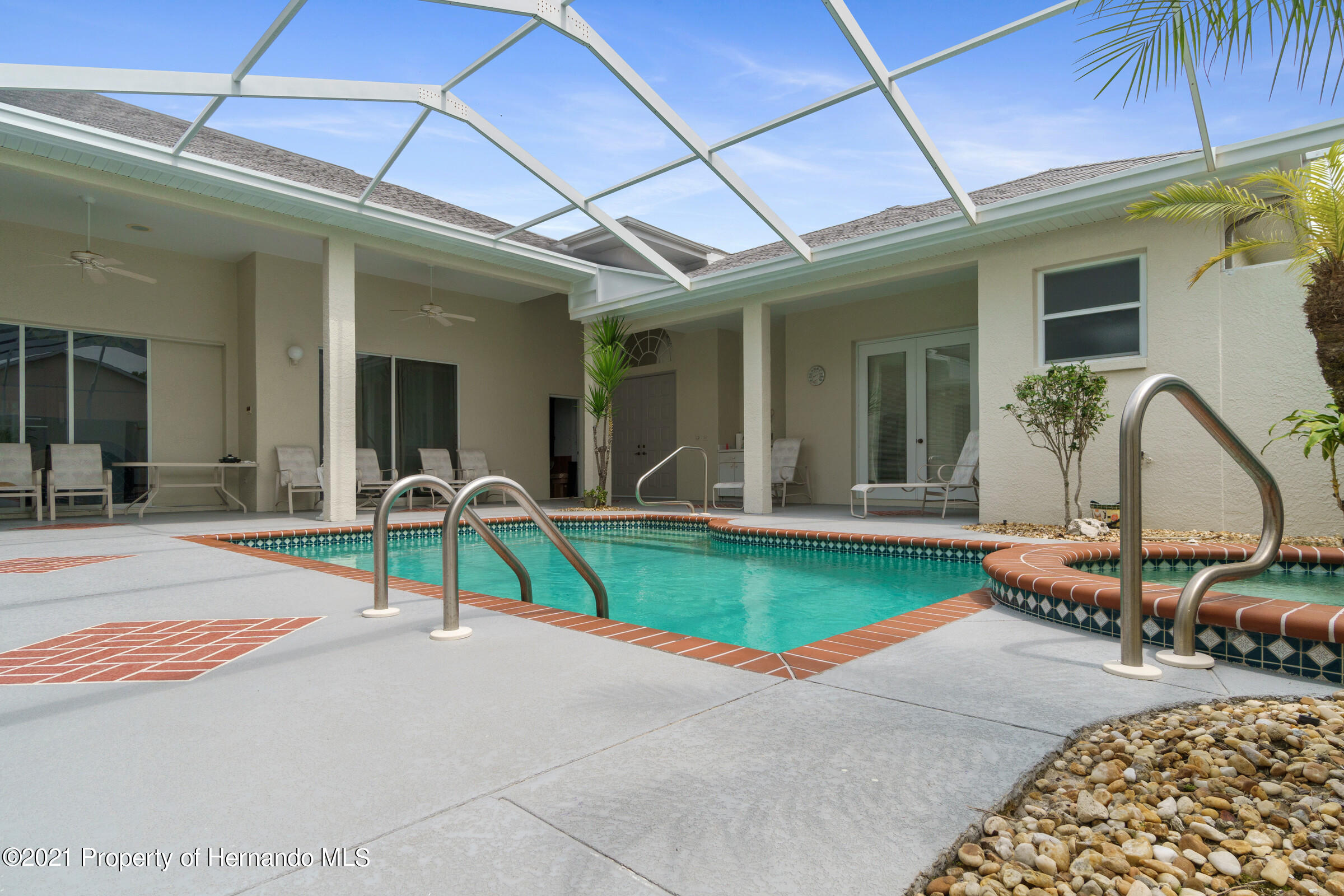 Listing photo id 16 for 4037 Breckland Court
