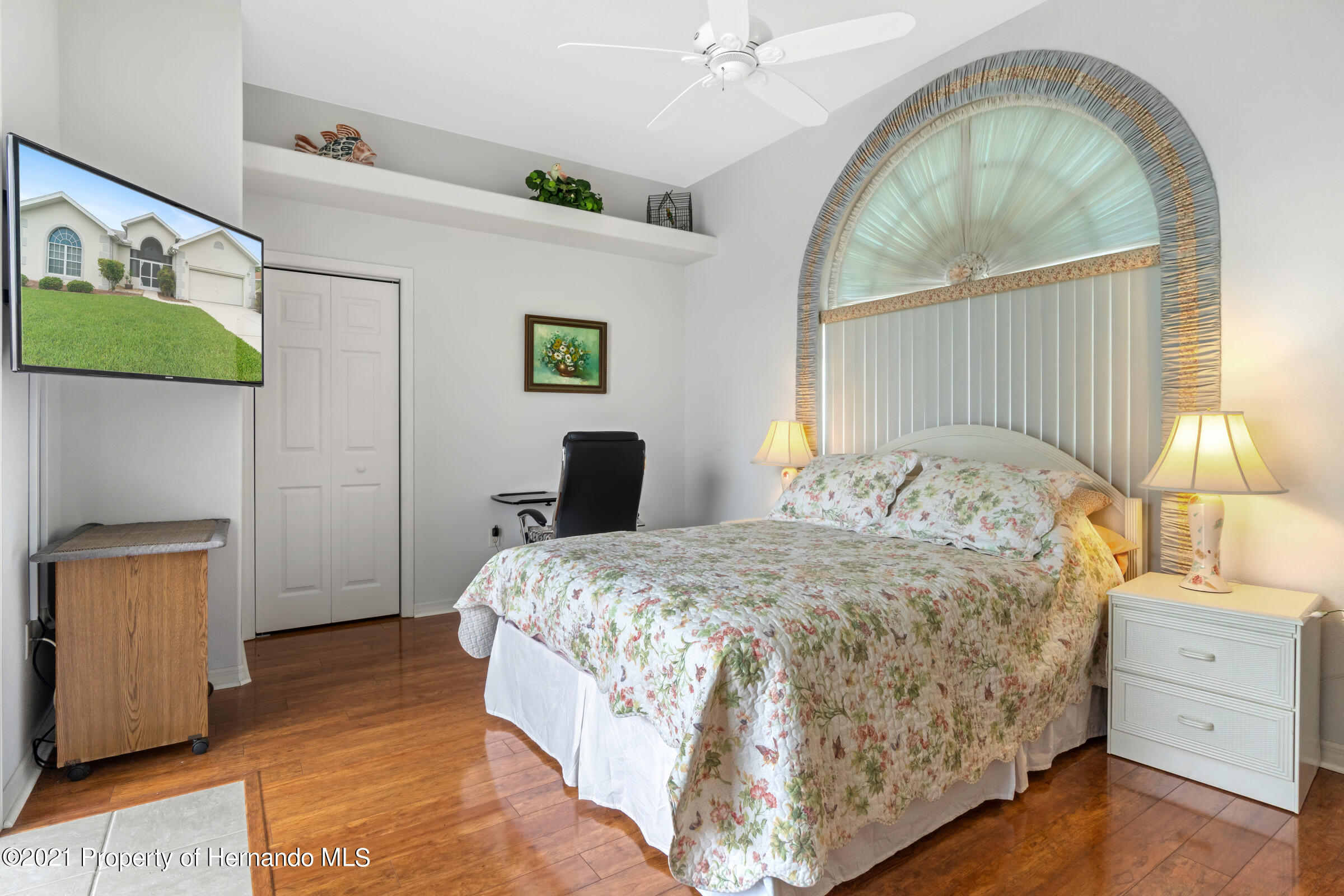 Listing photo id 18 for 4037 Breckland Court