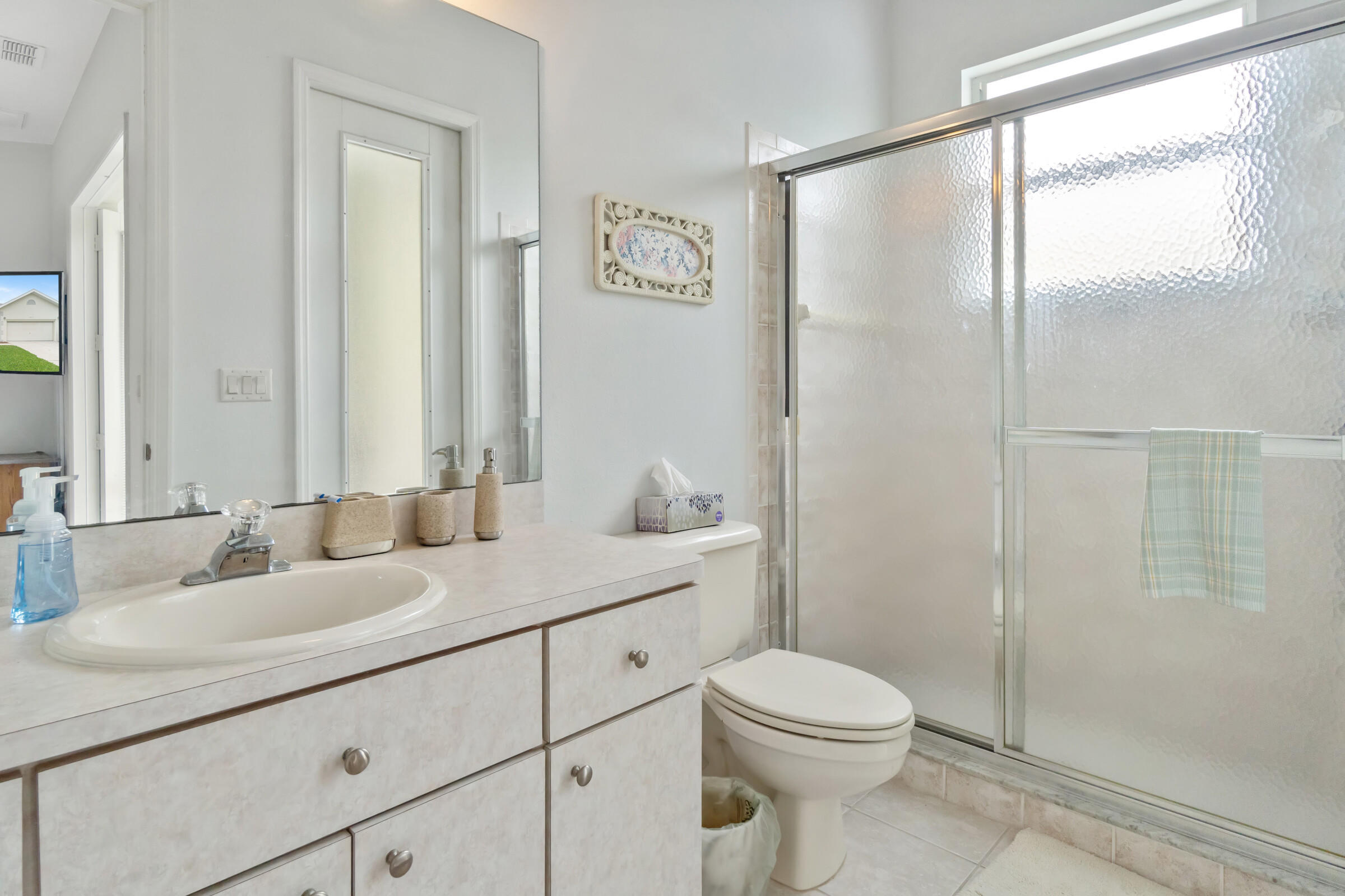 Listing photo id 21 for 4037 Breckland Court