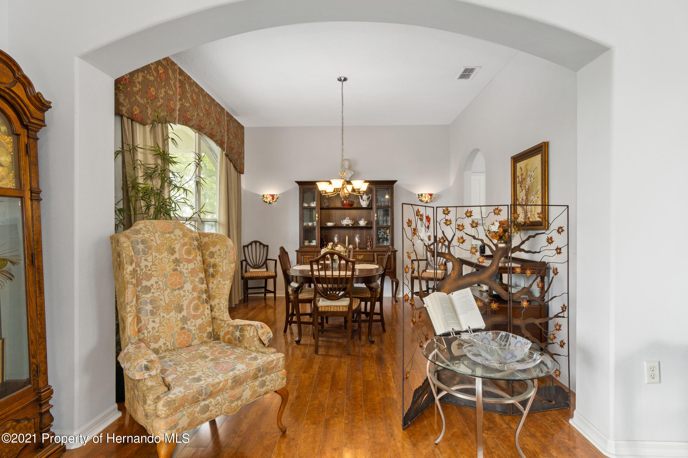 Listing photo id 24 for 4037 Breckland Court