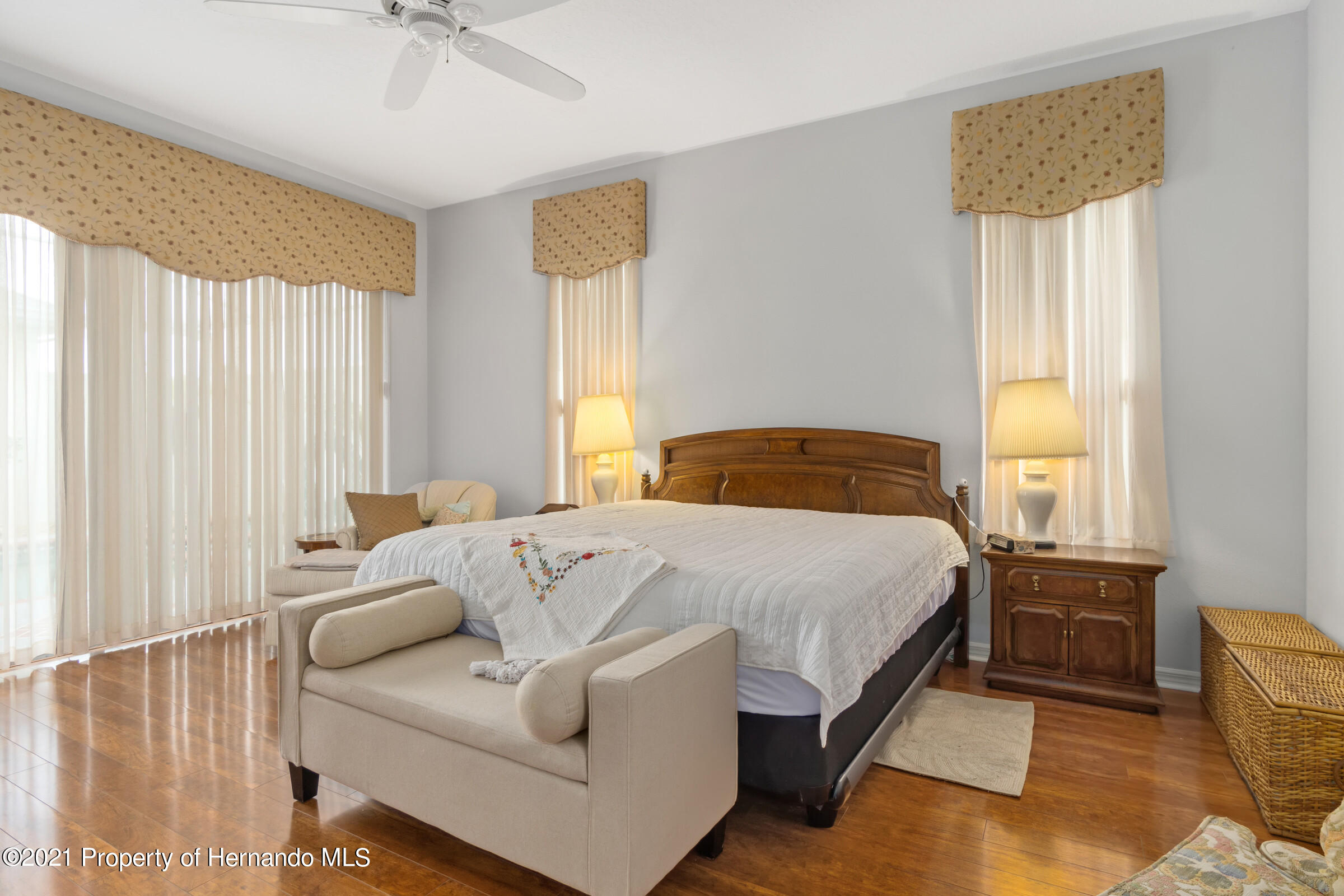 Listing photo id 31 for 4037 Breckland Court