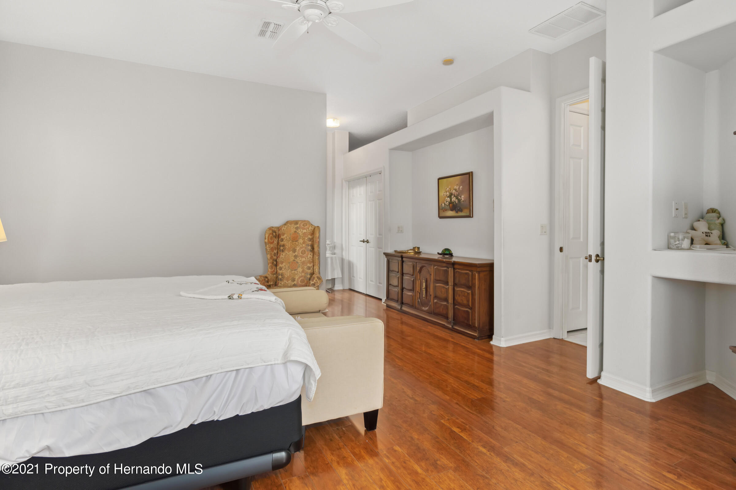 Listing photo id 32 for 4037 Breckland Court
